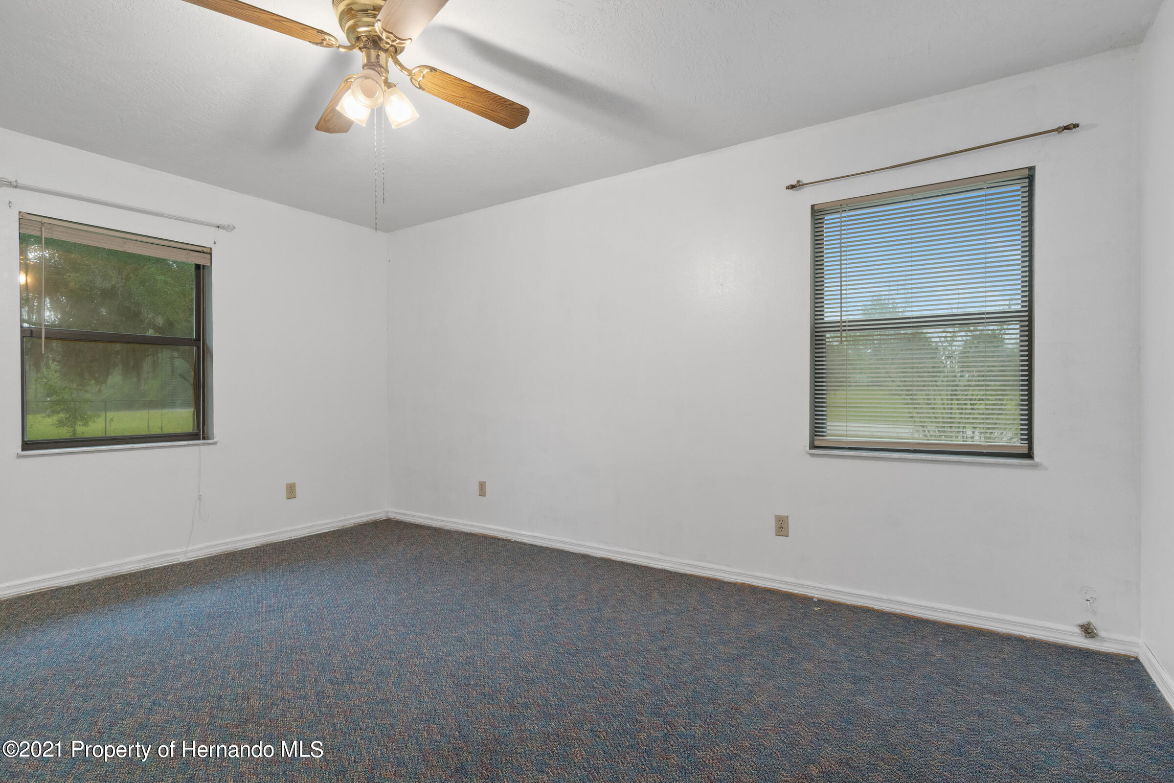 Listing photo id 23 for 8818 Filly Point