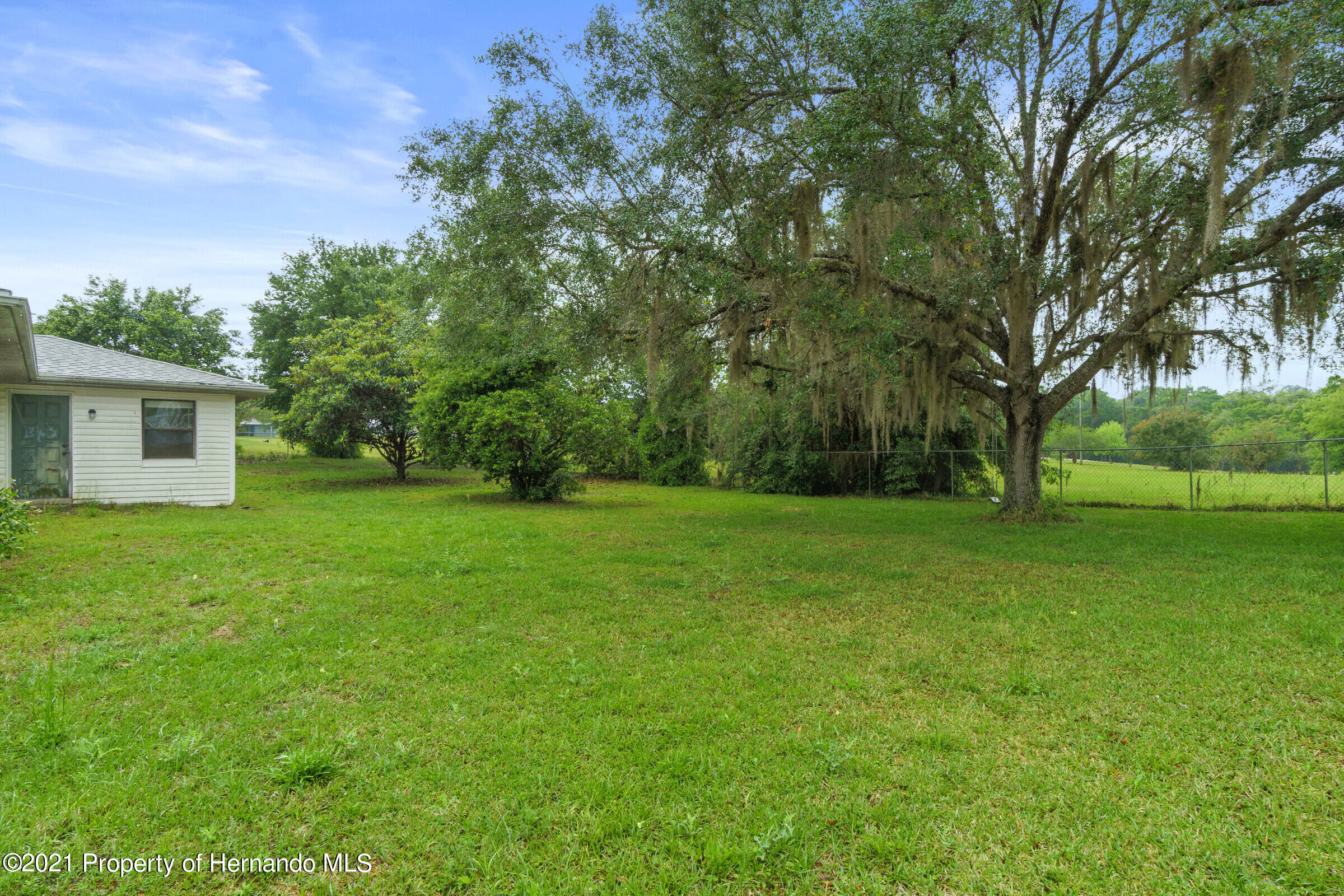 Listing photo id 31 for 8818 Filly Point