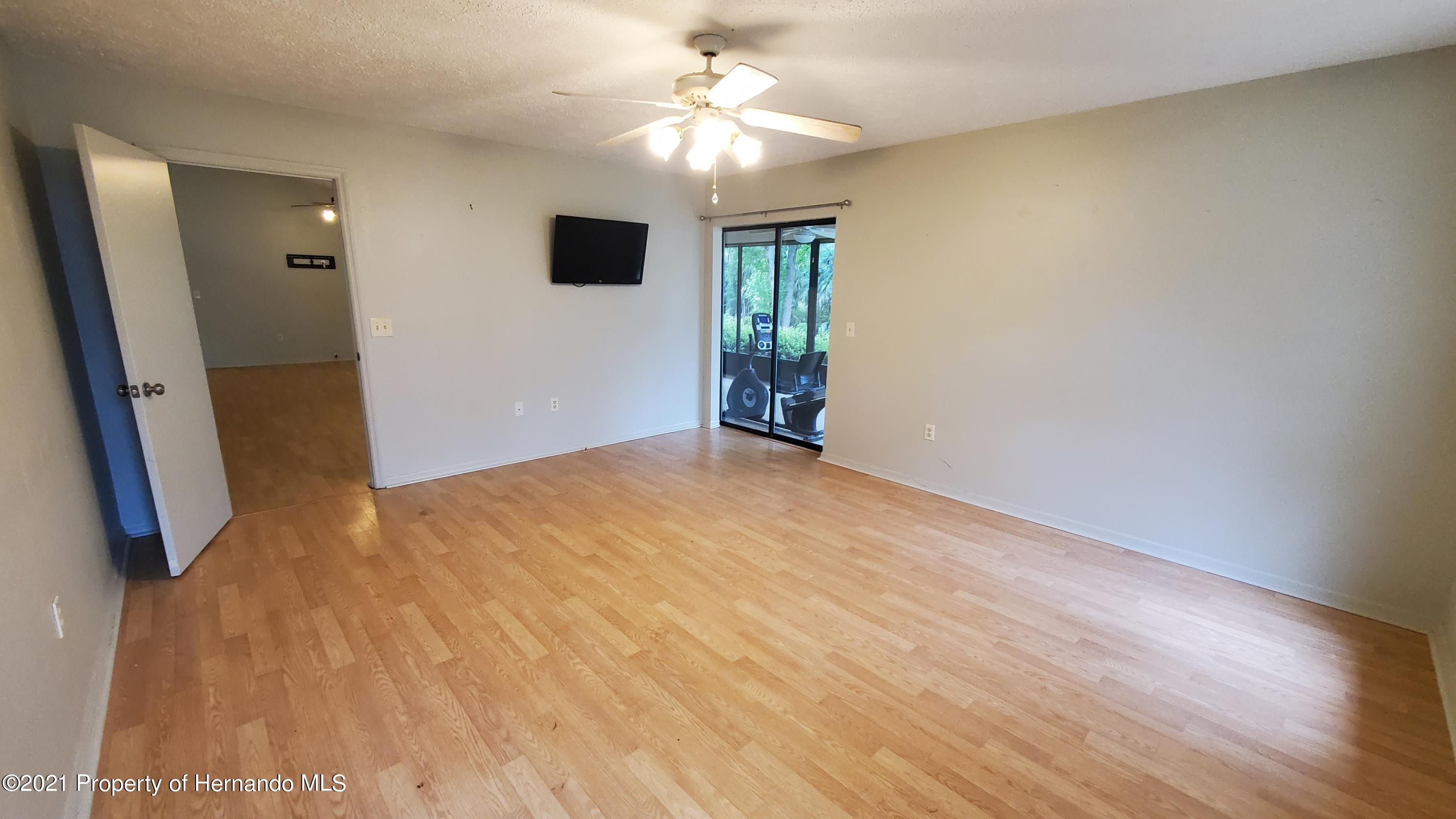 Listing photo id 37 for 10046 S Riviera Point