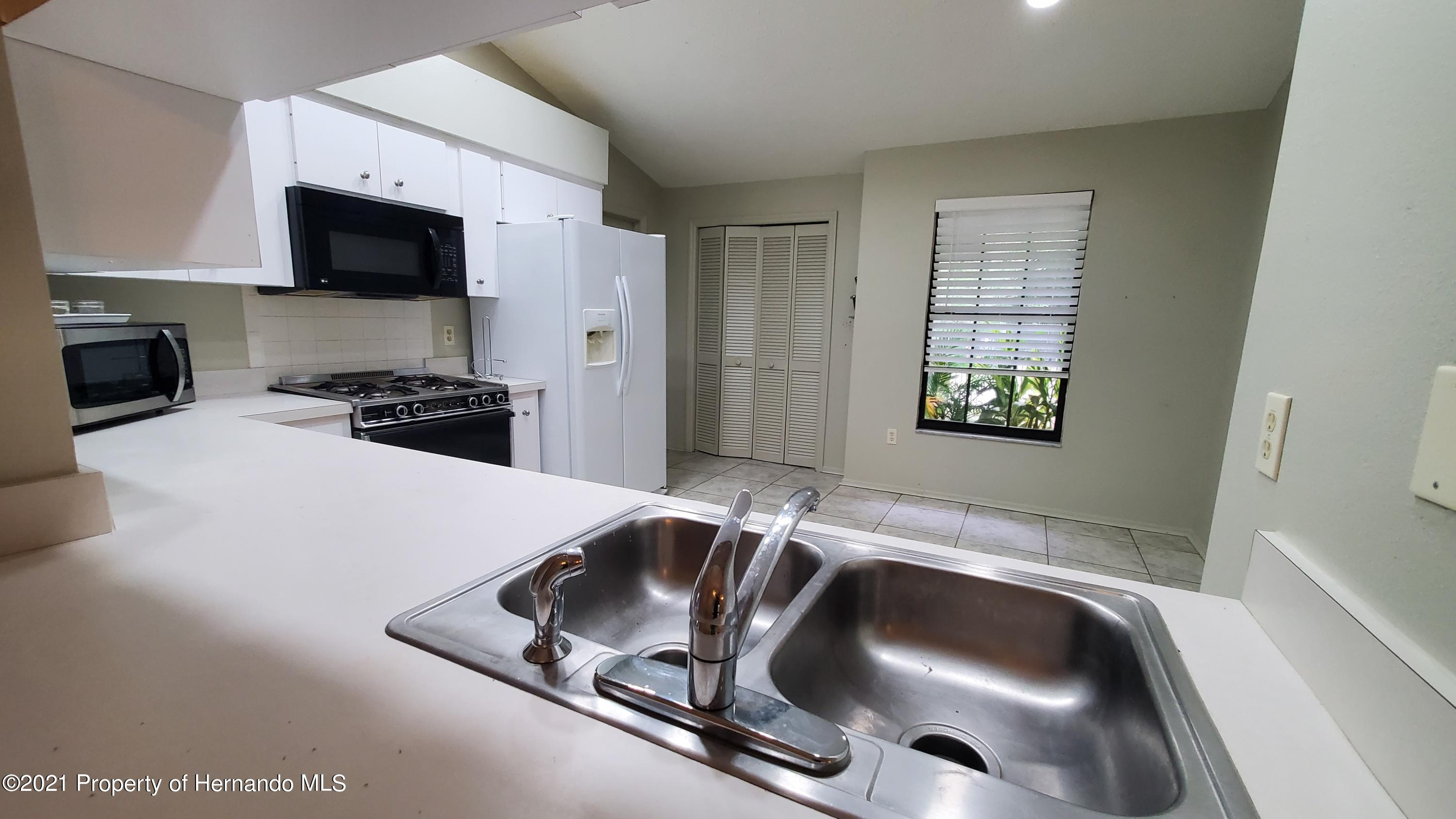 Listing photo id 5 for 10046 S Riviera Point