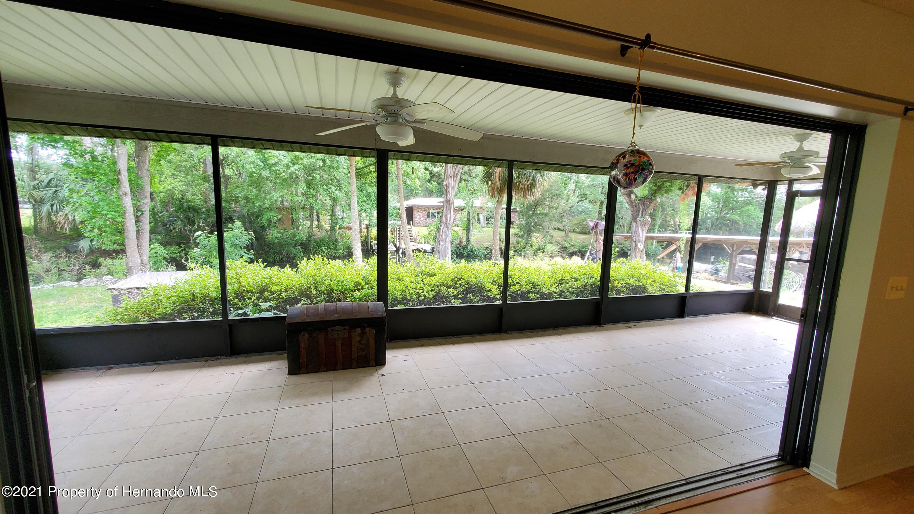 Listing photo id 10 for 10046 S Riviera Point