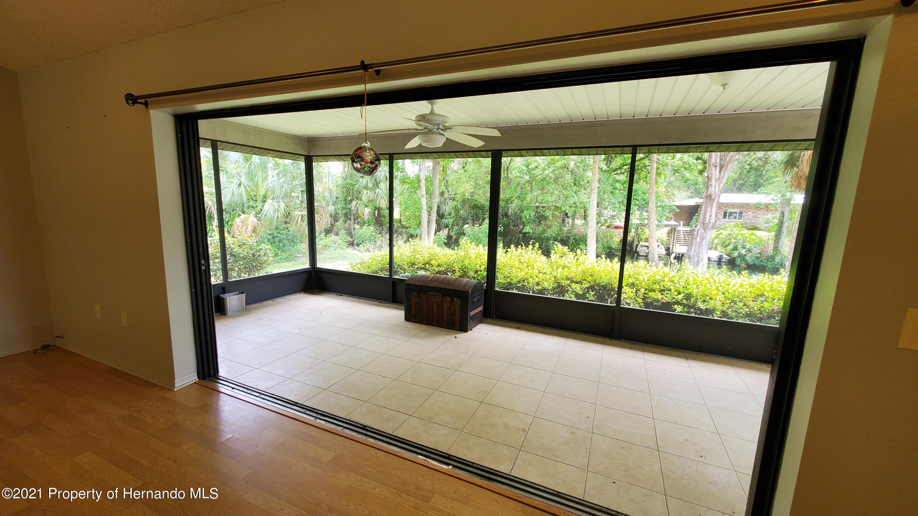 Listing photo id 9 for 10046 S Riviera Point