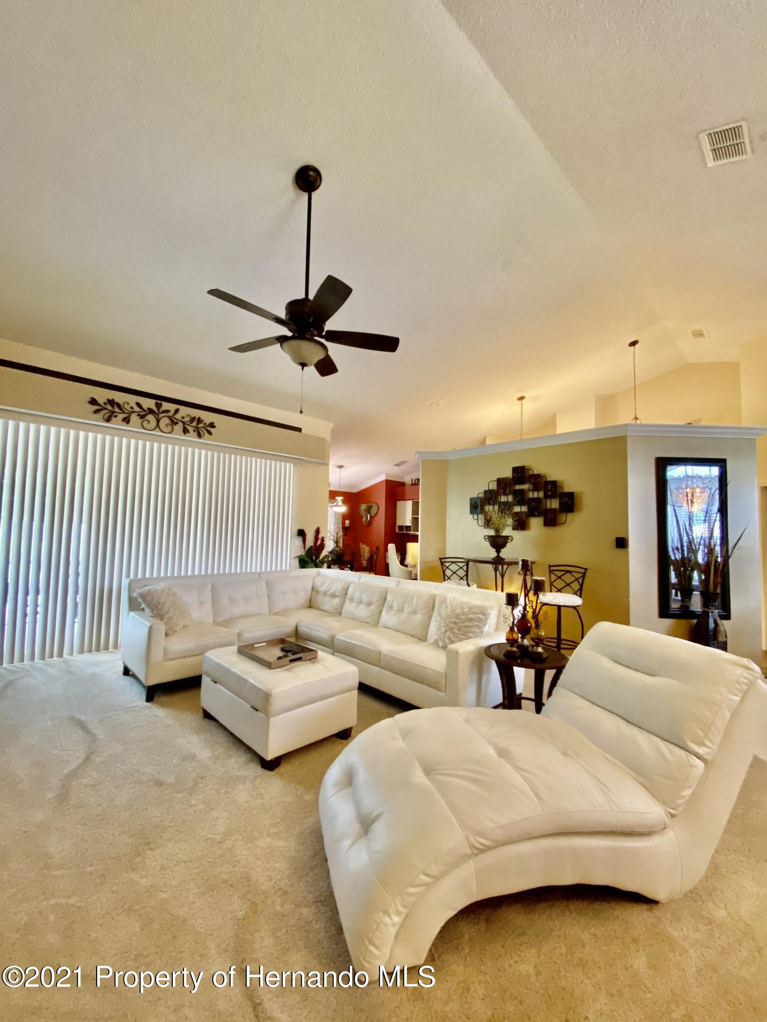 Listing photo id 2 for 3234 Morven Drive