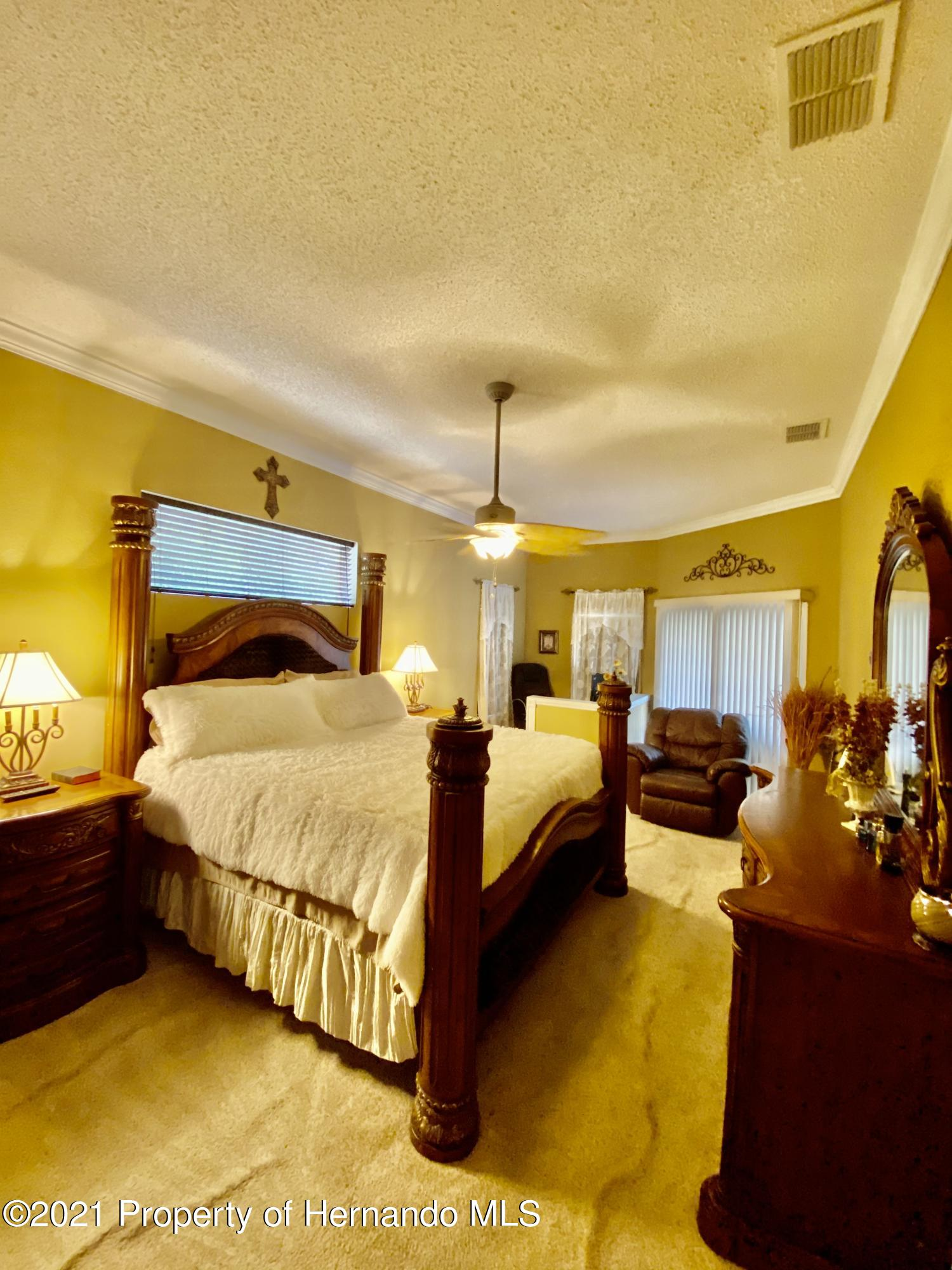 Listing photo id 9 for 3234 Morven Drive