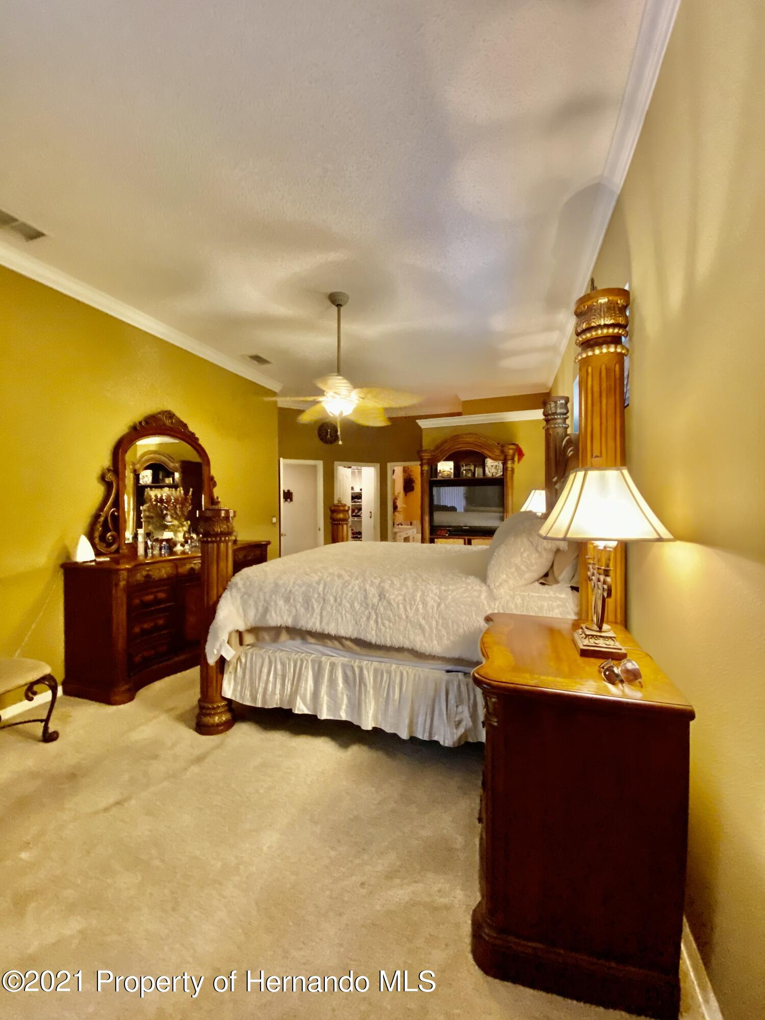 Listing photo id 10 for 3234 Morven Drive