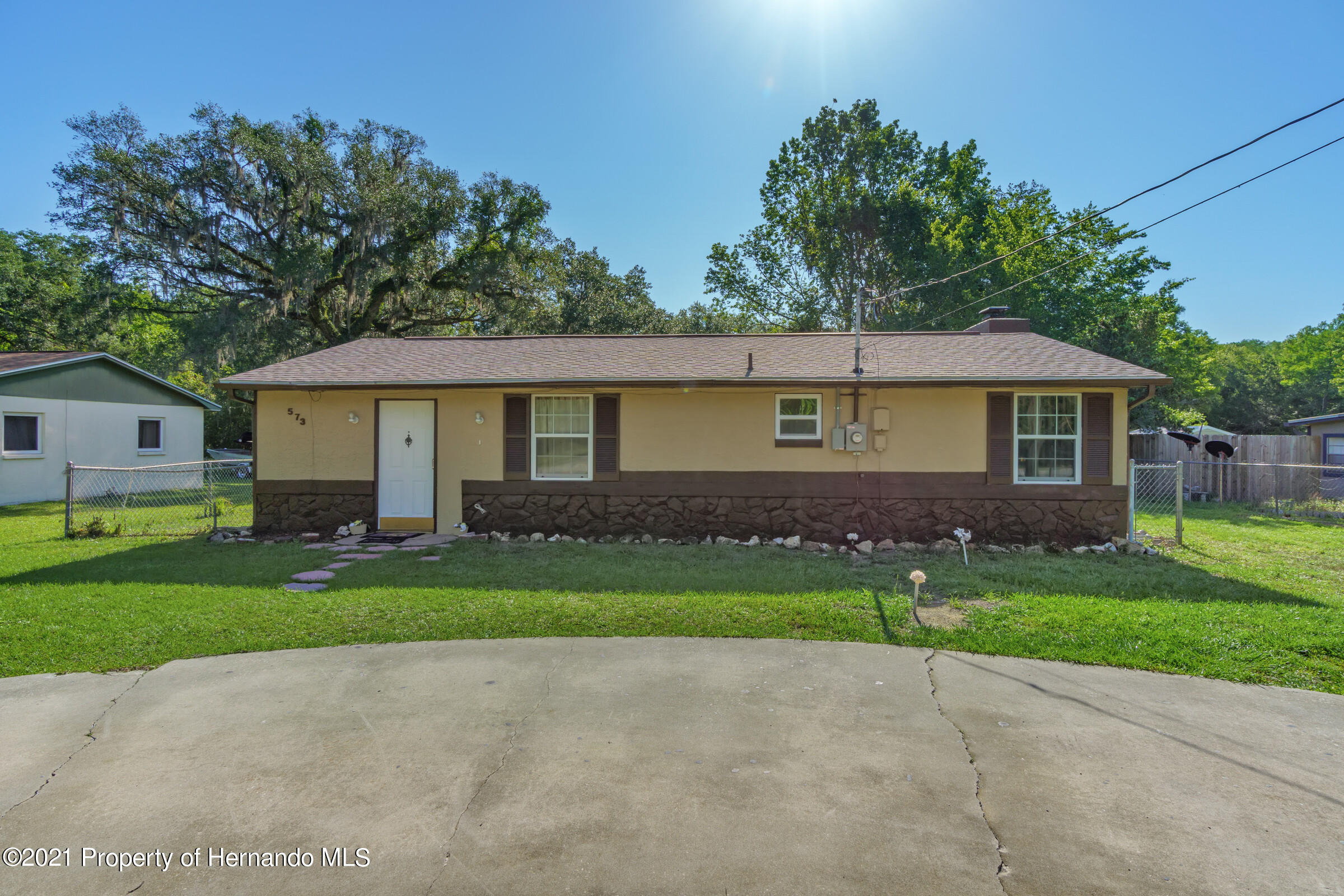 Listing photo id 7 for 573 S Little John Avenue