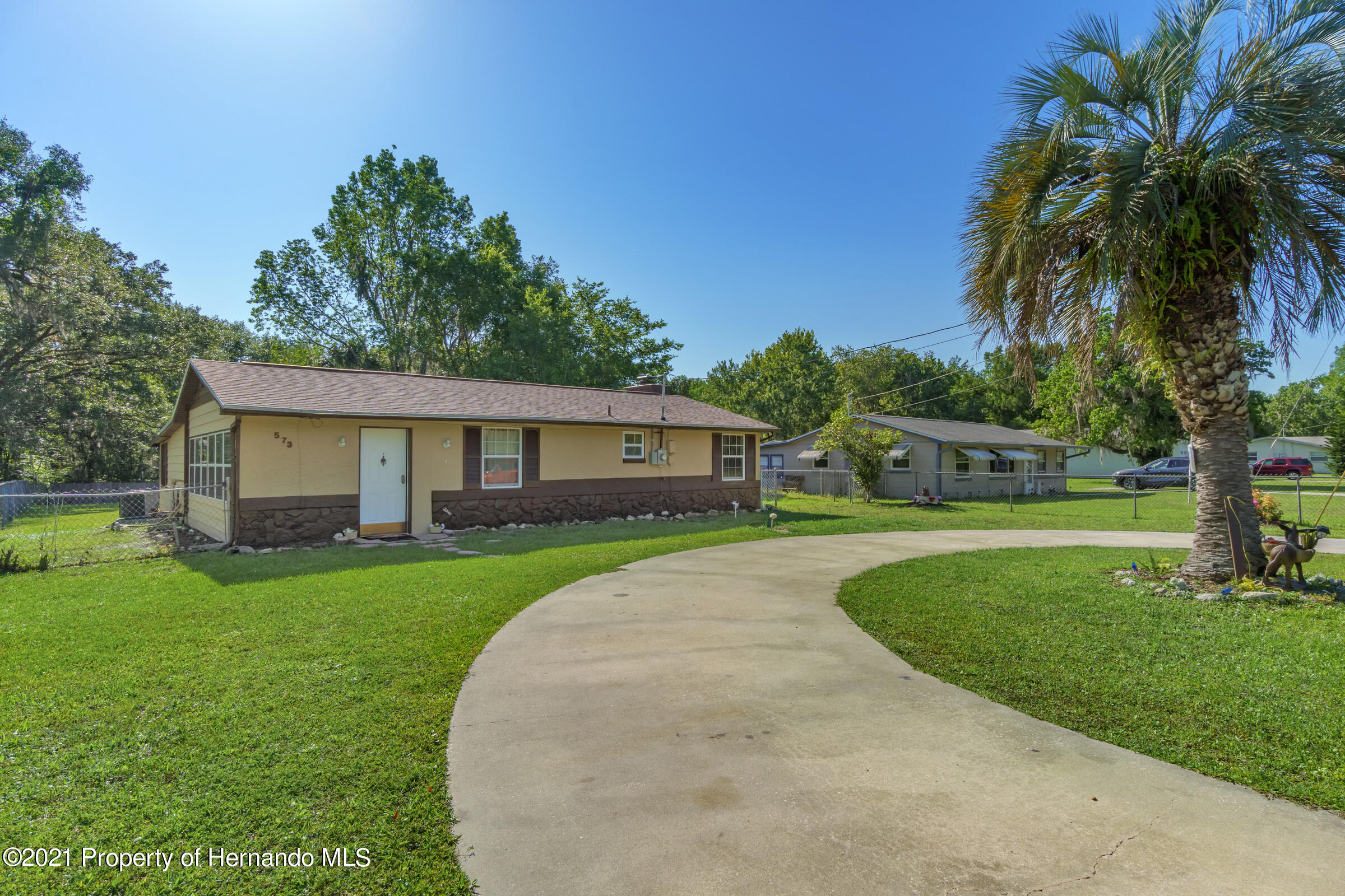 Listing photo id 8 for 573 S Little John Avenue