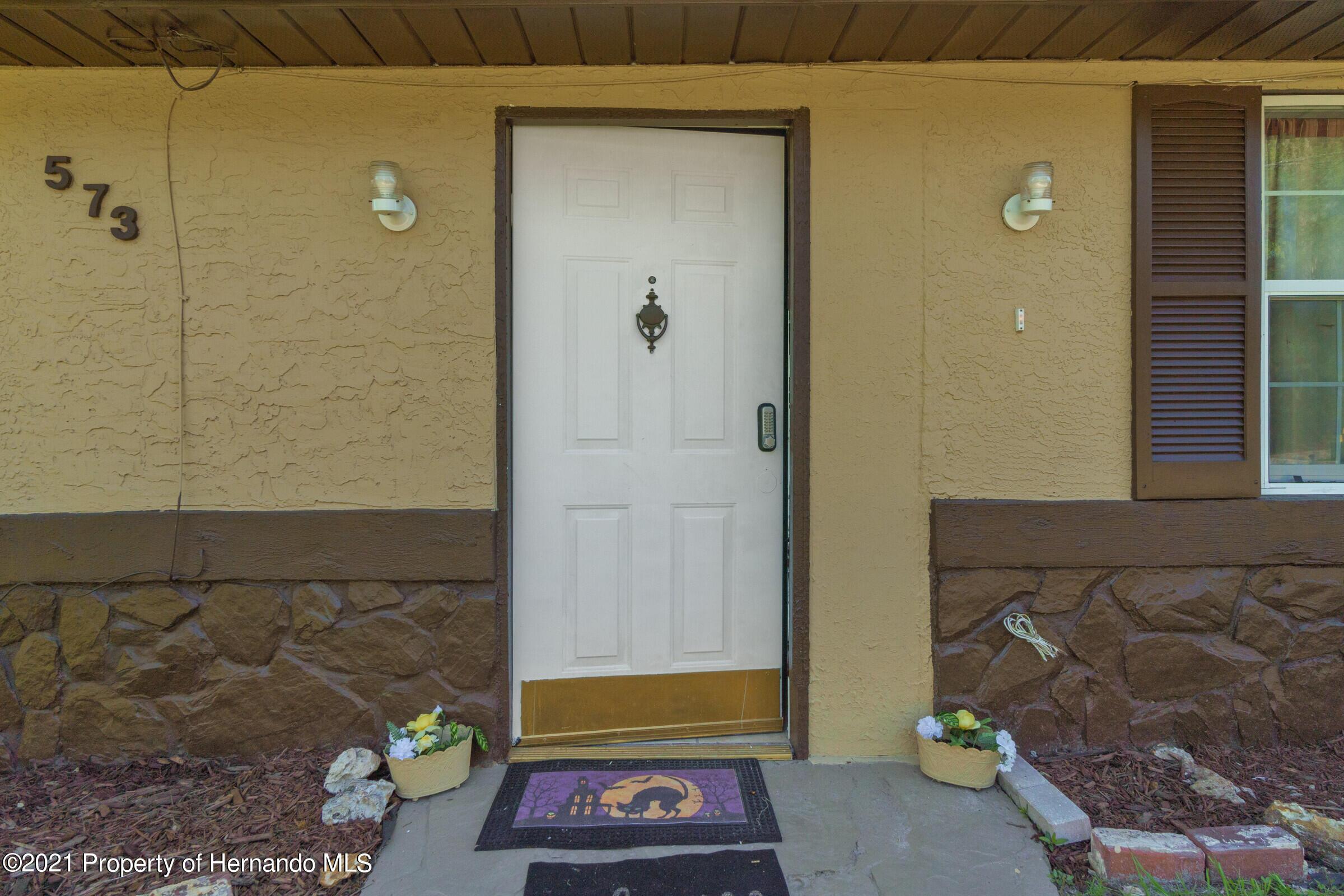 Image 9 For 573 S Little John Avenue