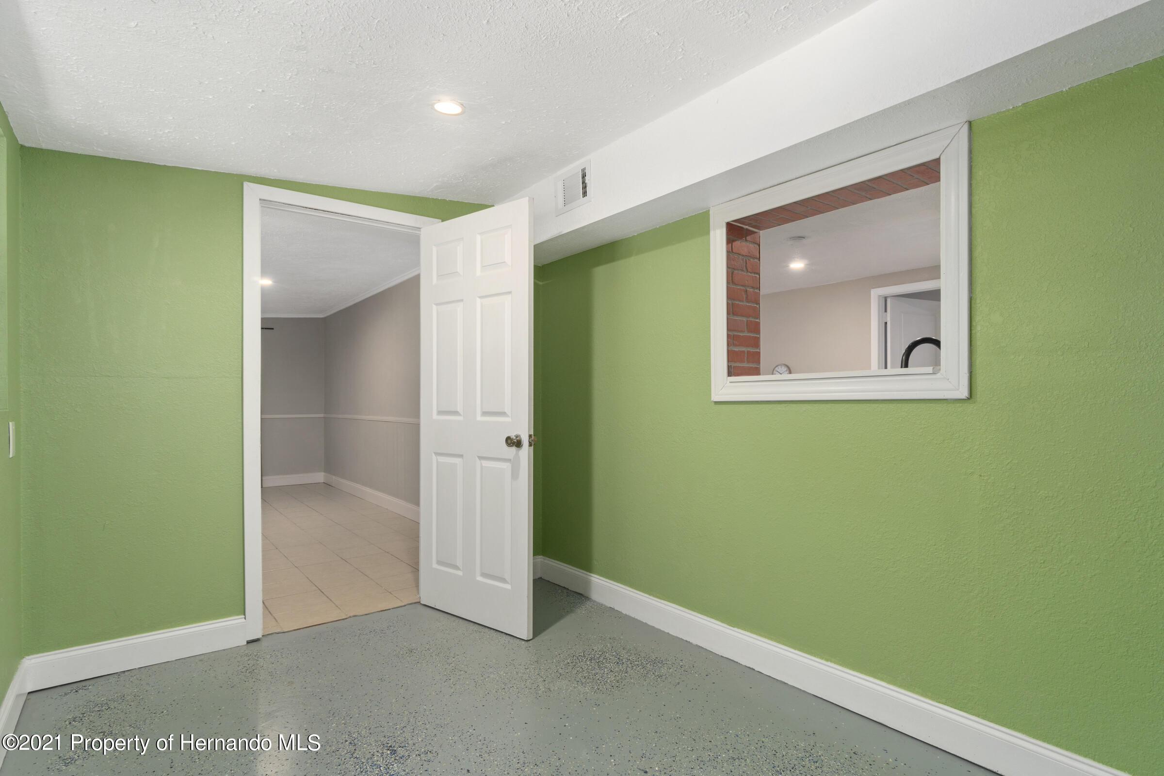 Image 20 For 573 S Little John Avenue