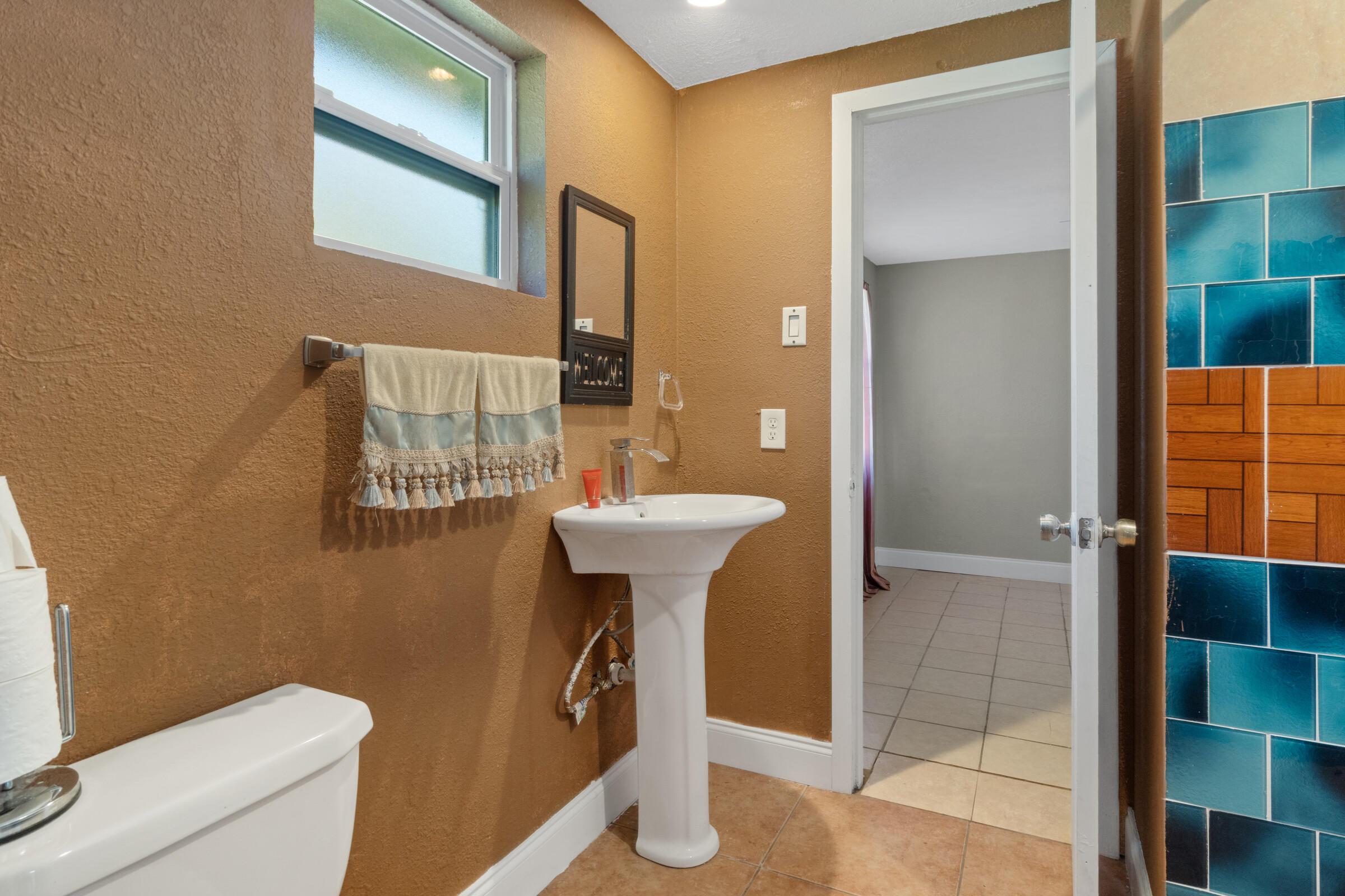 Image 23 For 573 S Little John Avenue