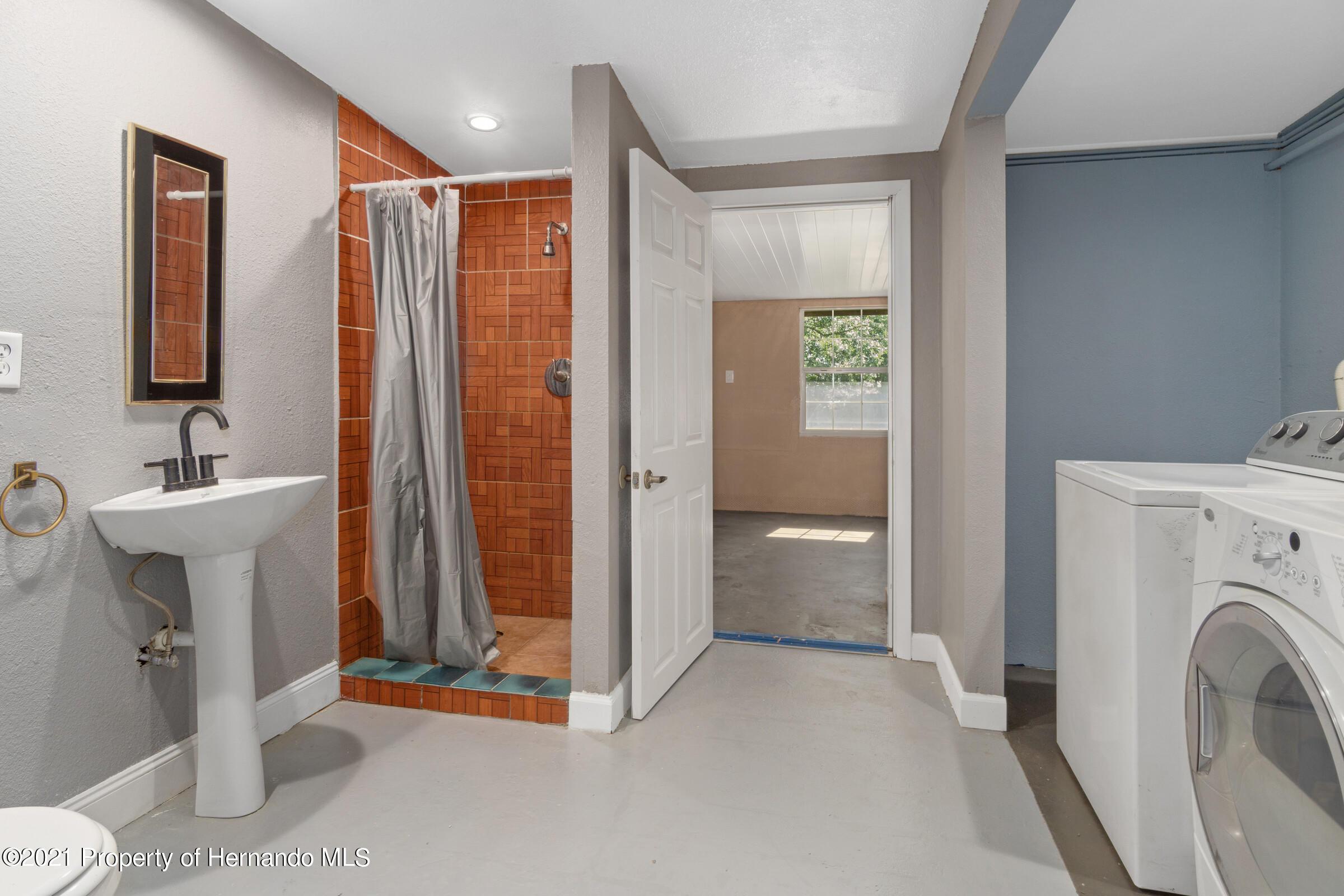 Image 28 For 573 S Little John Avenue