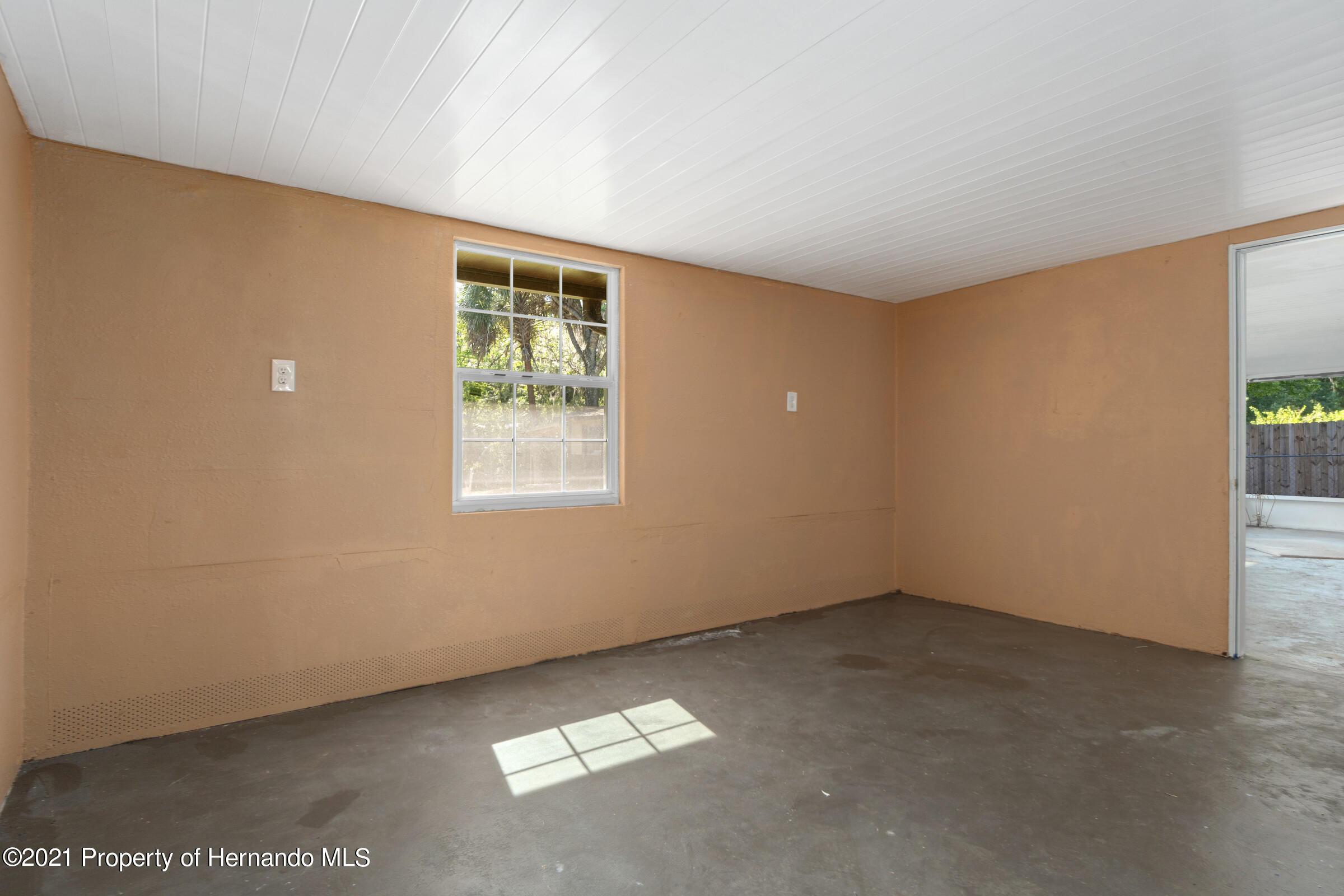 Image 32 For 573 S Little John Avenue