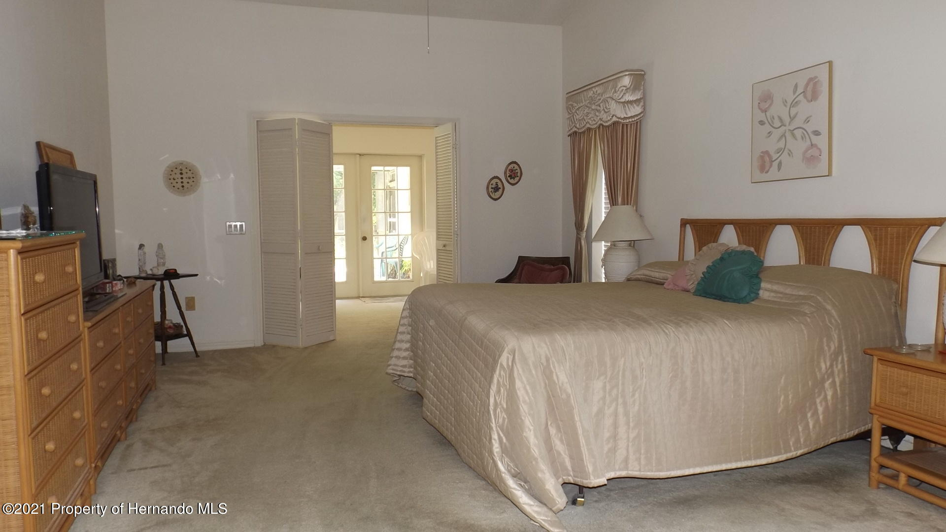Listing photo id 13 for 4282 River Birch Drive