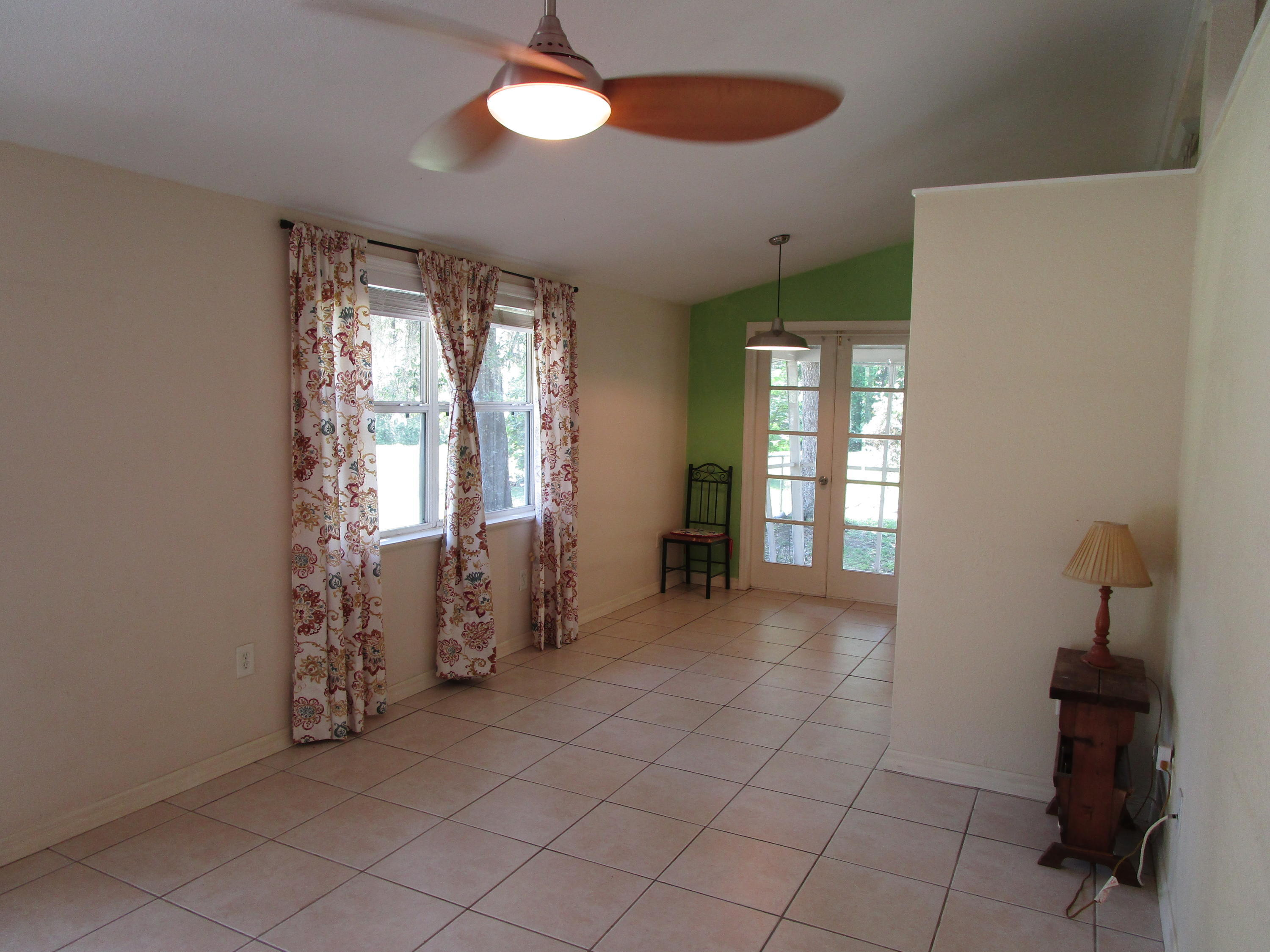 Listing photo id 8 for 746 S Kauri Way