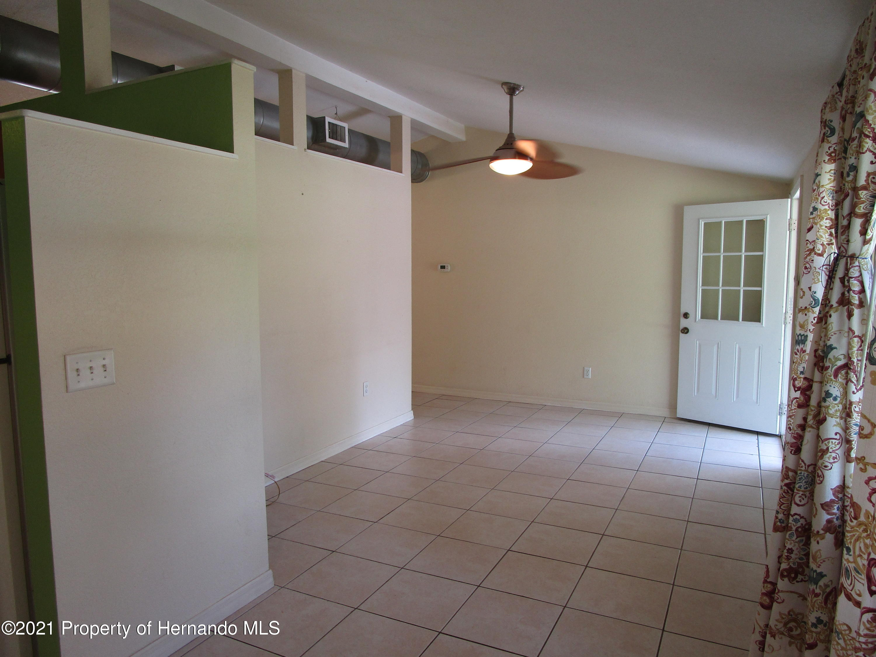 Listing photo id 9 for 746 S Kauri Way