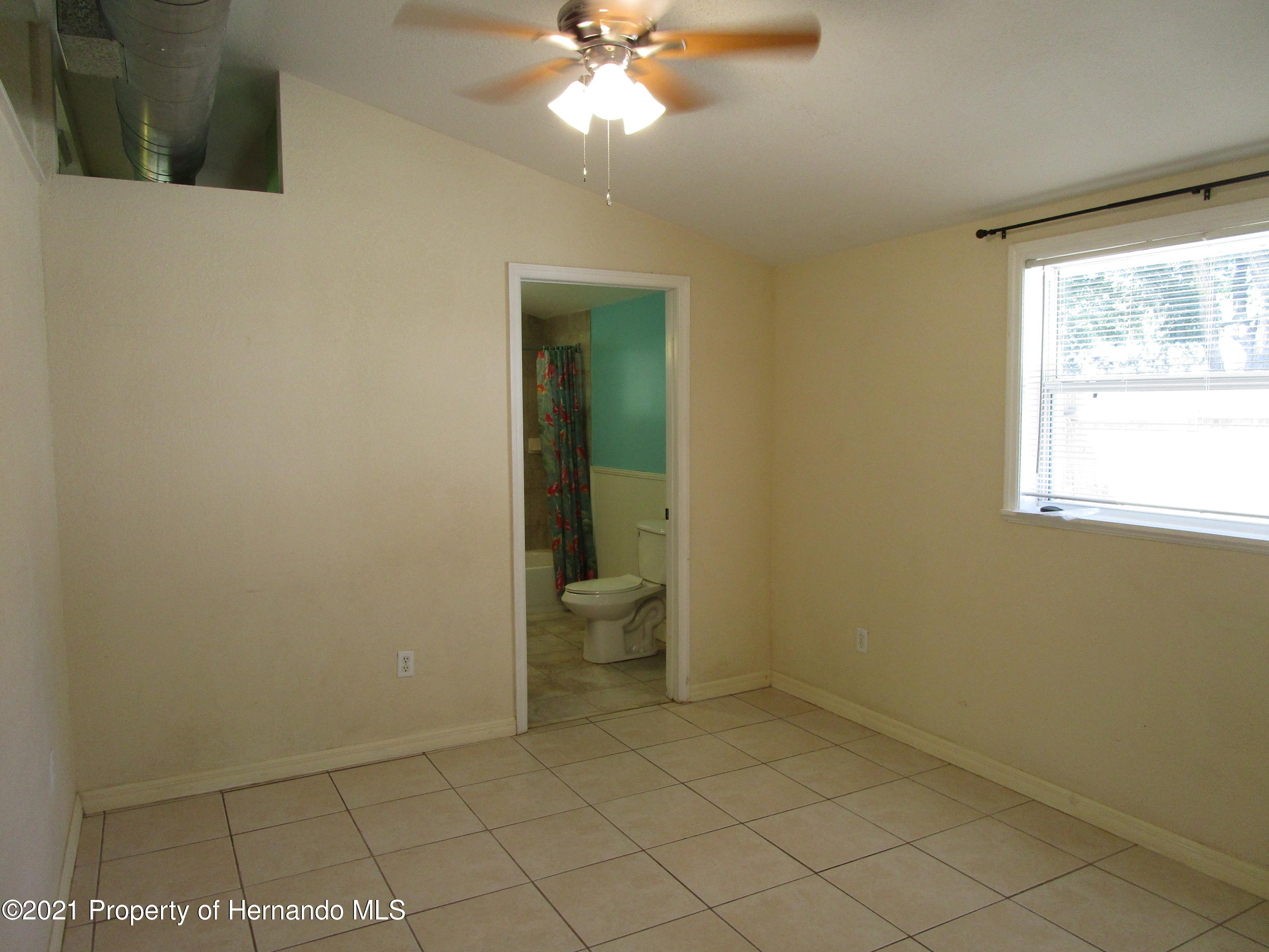 Listing photo id 10 for 746 S Kauri Way