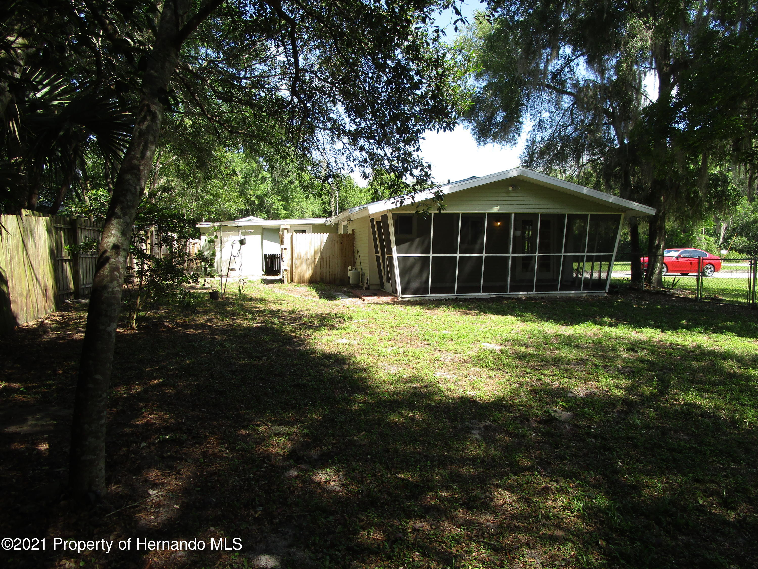 Listing photo id 21 for 746 S Kauri Way