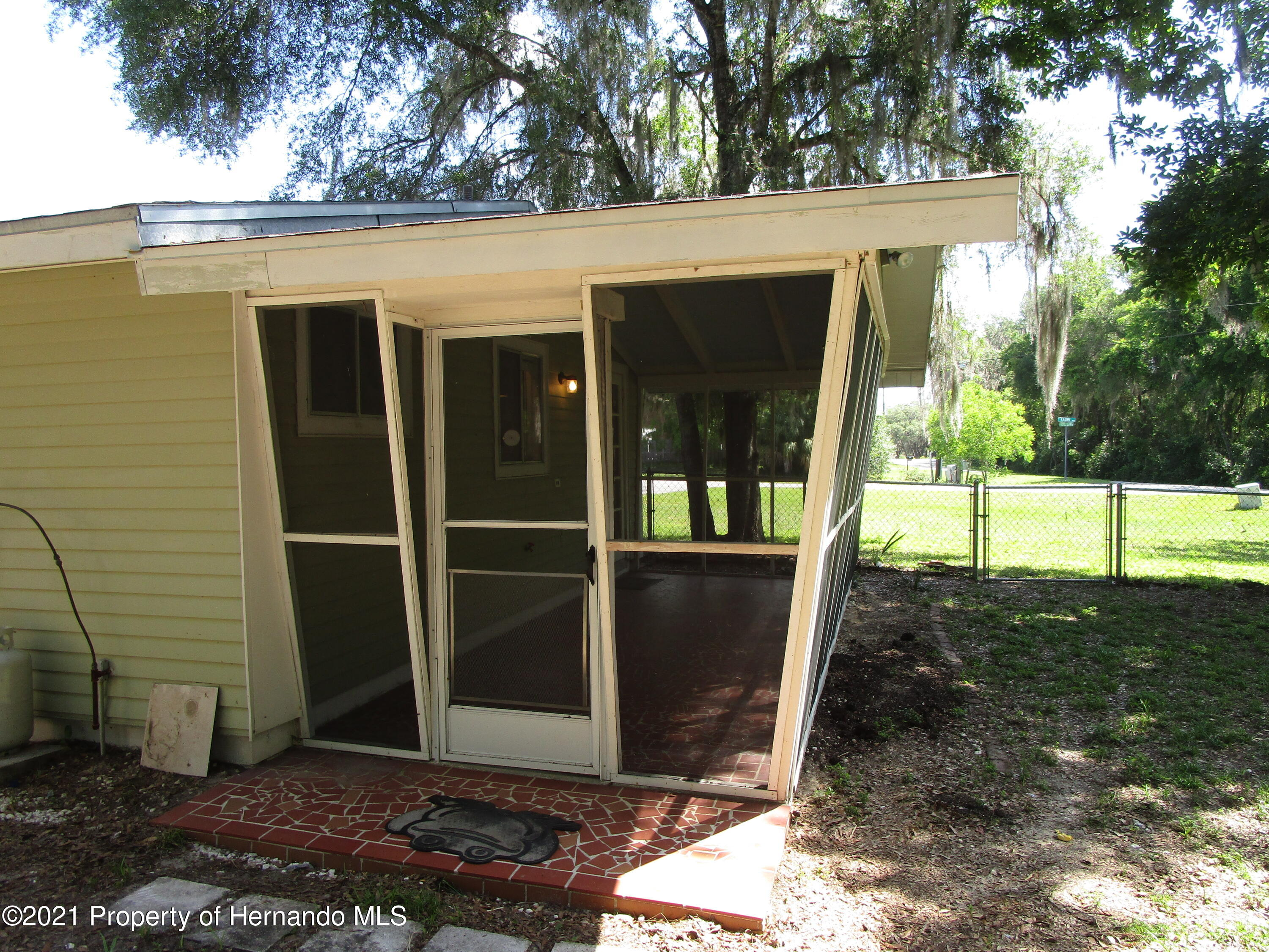 Listing photo id 27 for 746 S Kauri Way