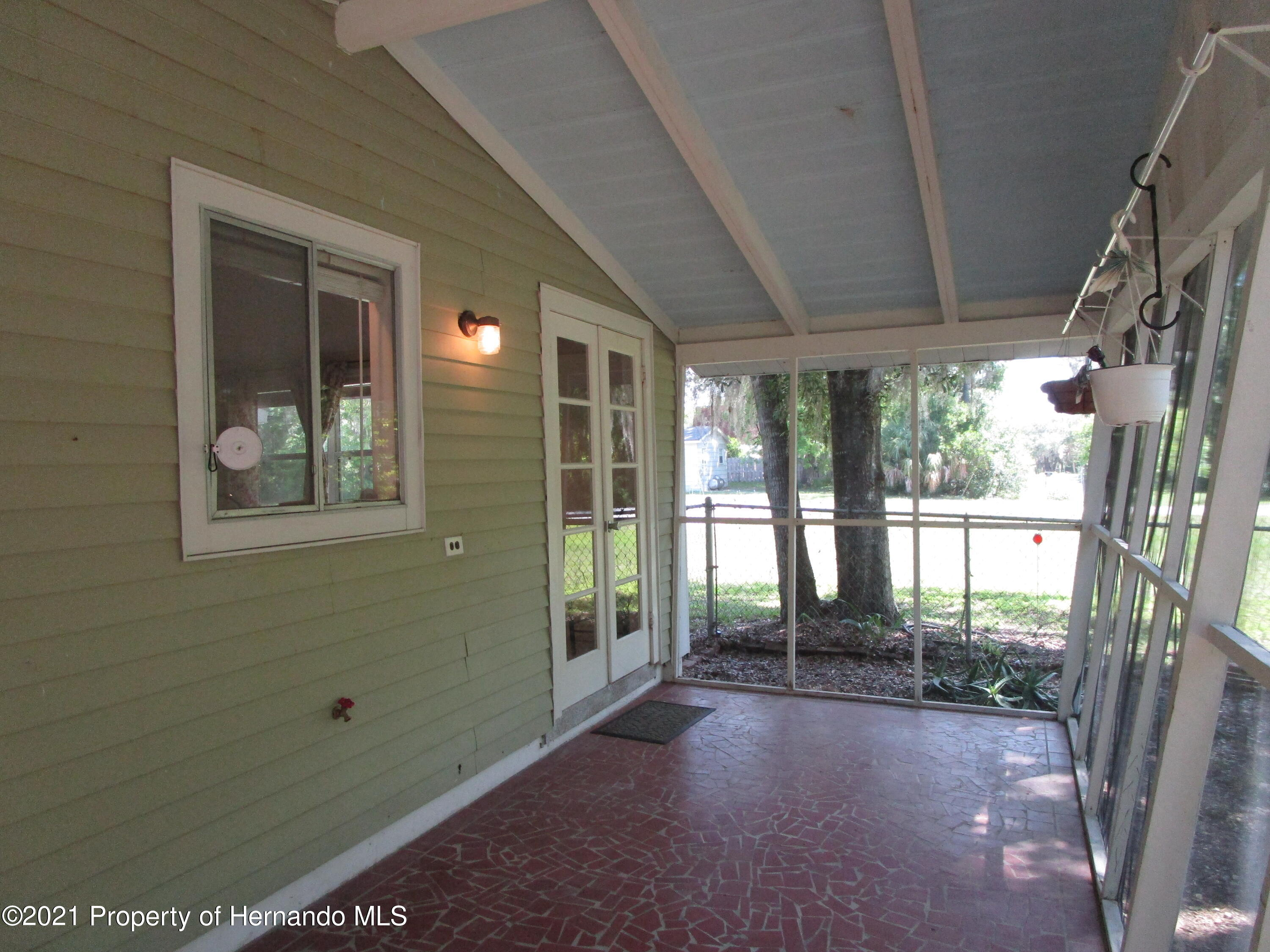 Listing photo id 29 for 746 S Kauri Way