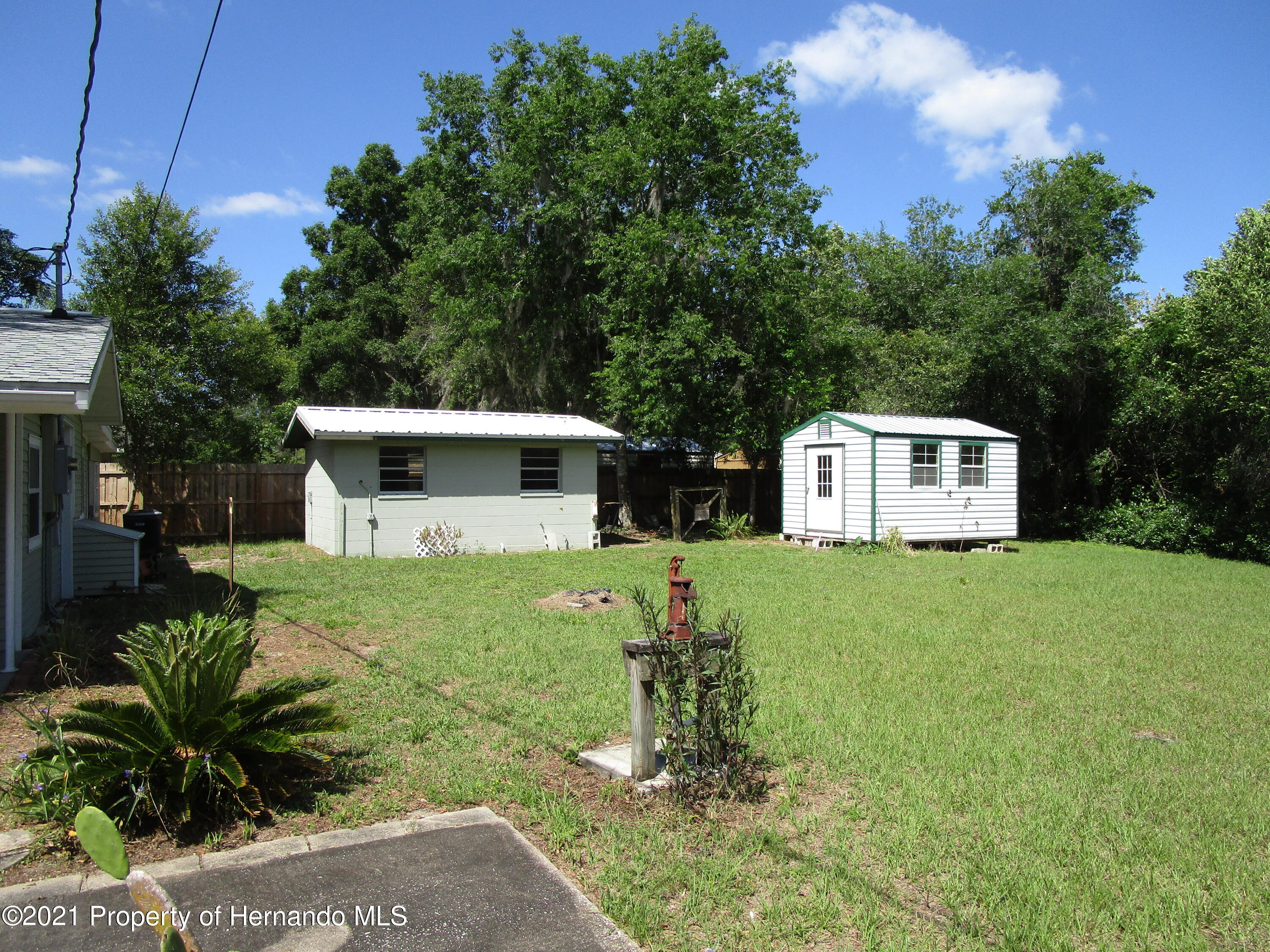 Listing photo id 39 for 746 S Kauri Way