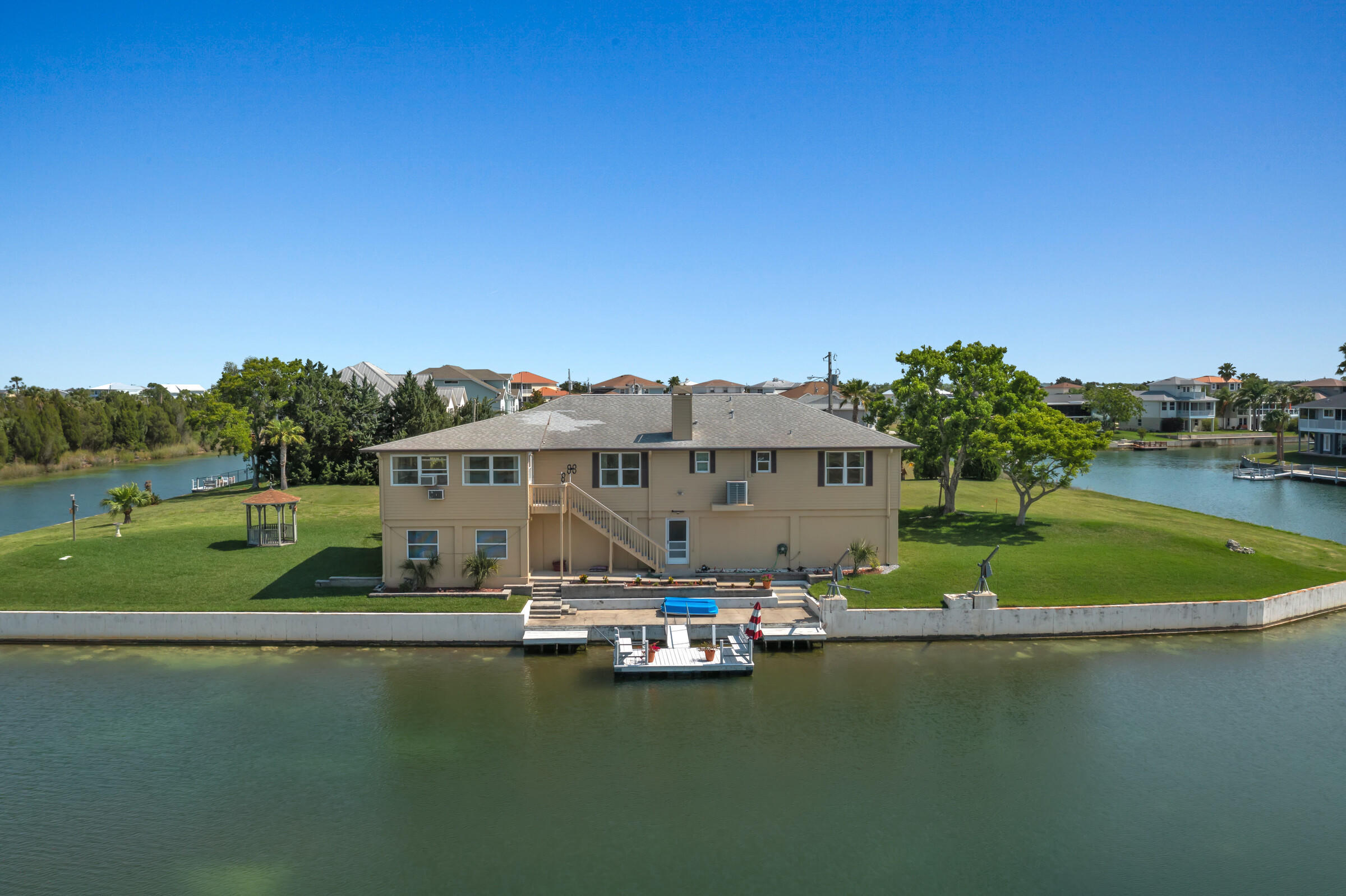 Listing photo id 36 for 3335 Bluefish Drive