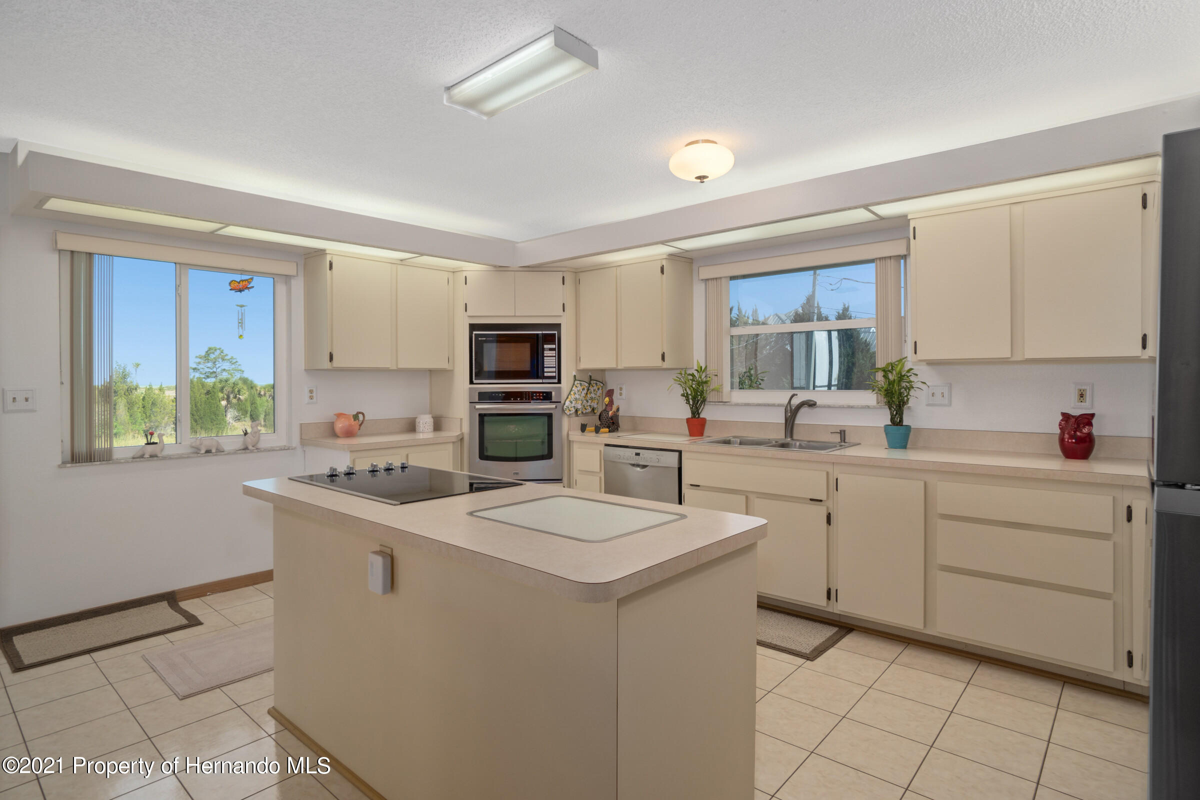 Listing photo id 16 for 3335 Bluefish Drive
