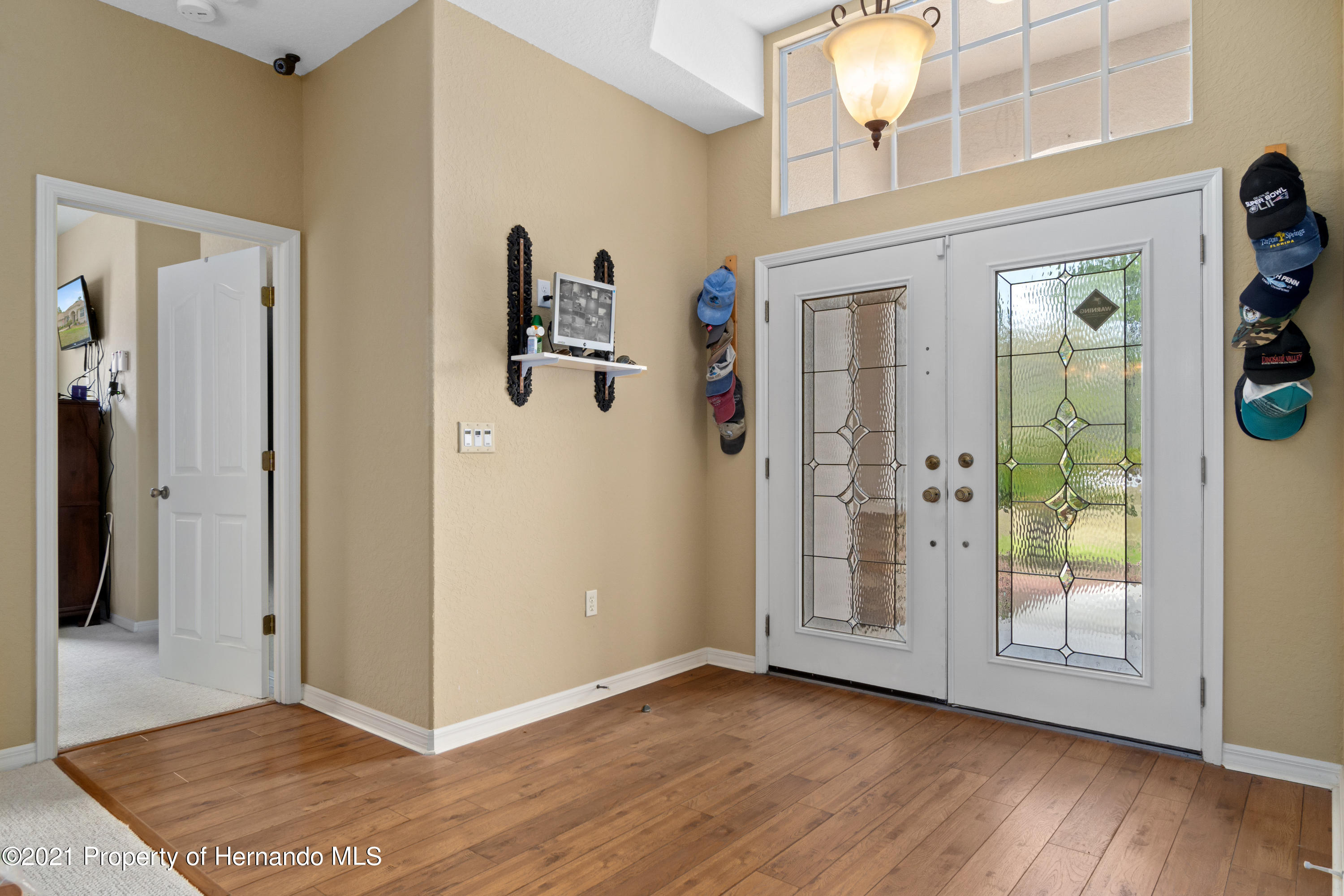 Listing photo id 9 for 10382 Spalding Street
