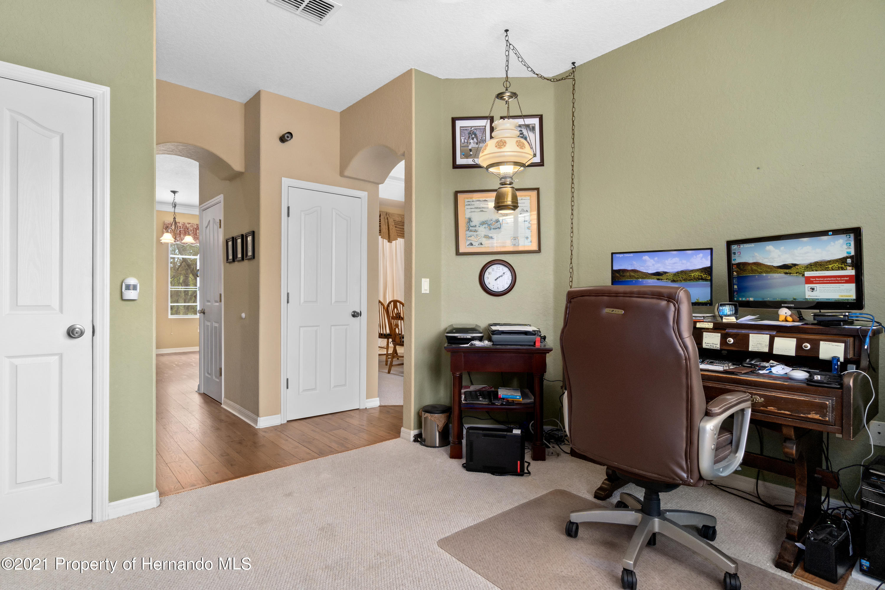 Listing photo id 12 for 10382 Spalding Street