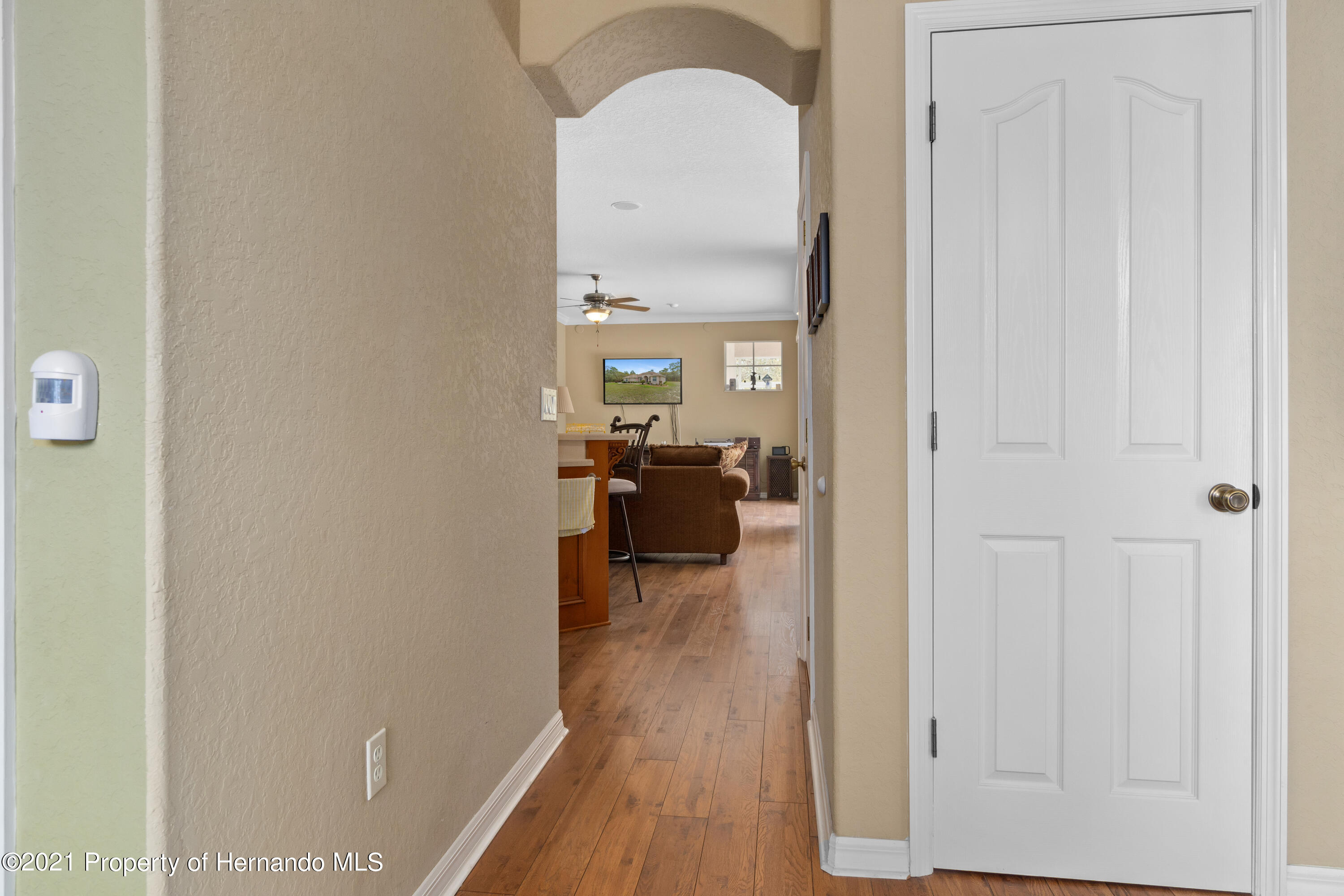 Listing photo id 13 for 10382 Spalding Street