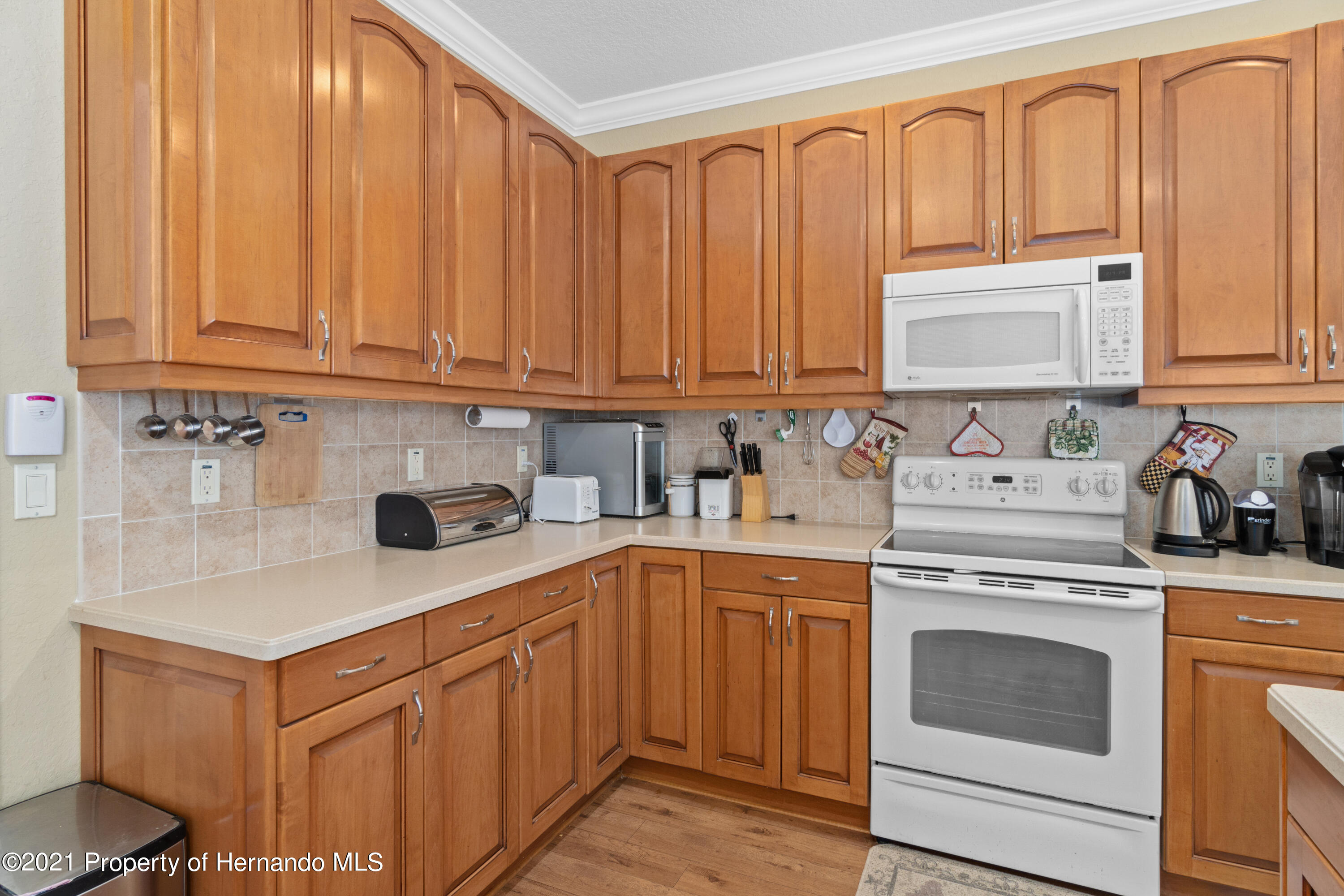 Listing photo id 15 for 10382 Spalding Street