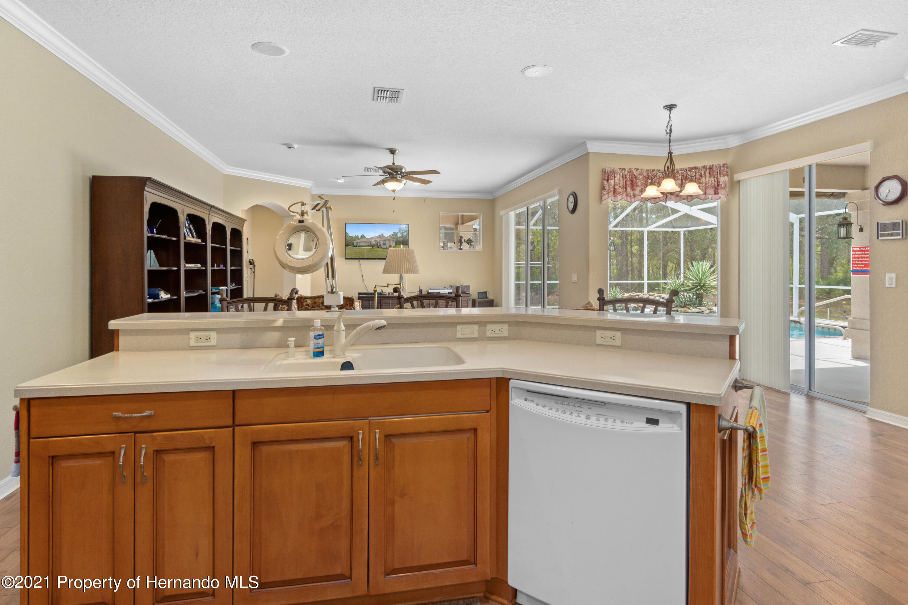 Listing photo id 17 for 10382 Spalding Street