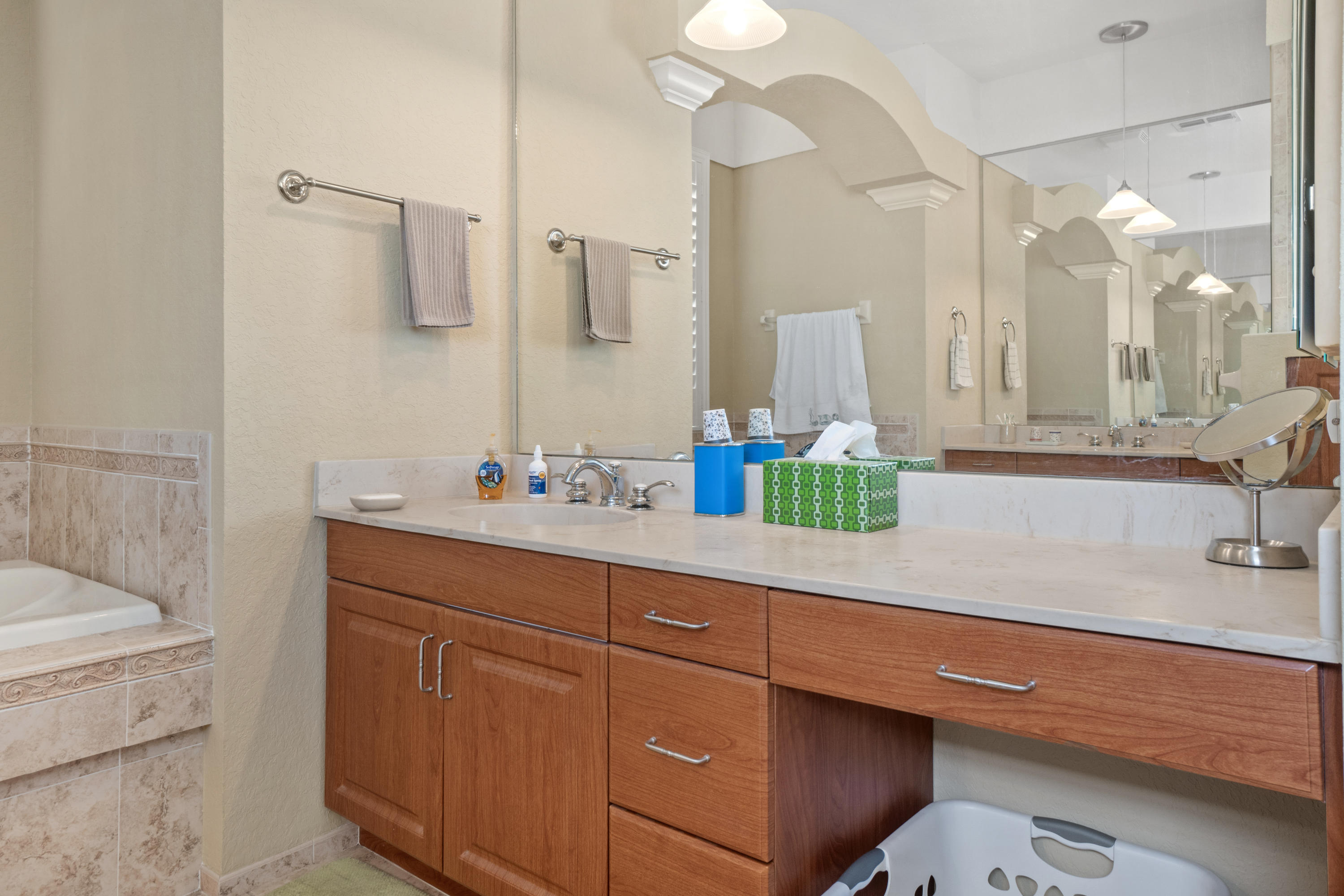 Listing photo id 24 for 10382 Spalding Street