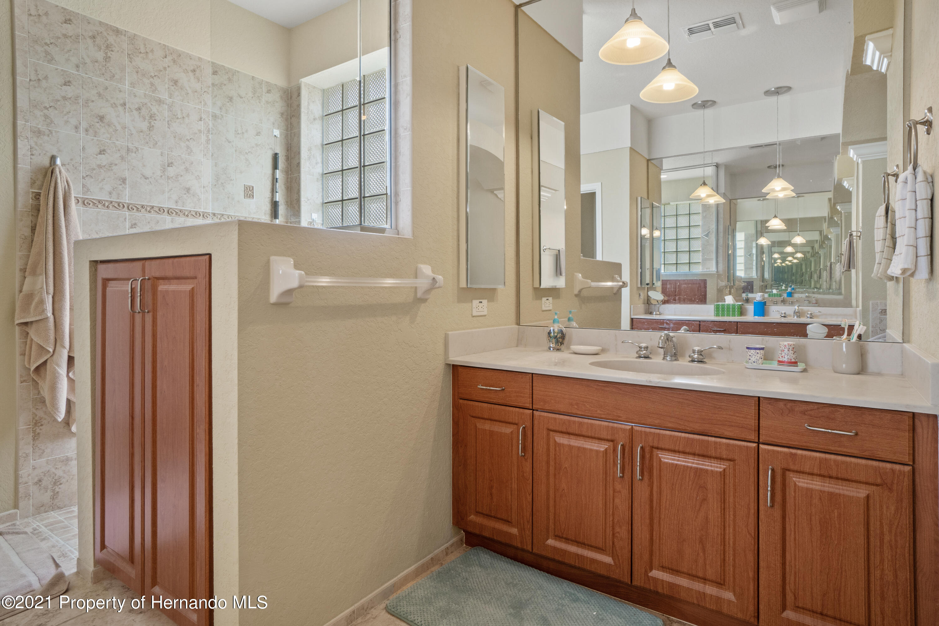 Listing photo id 26 for 10382 Spalding Street