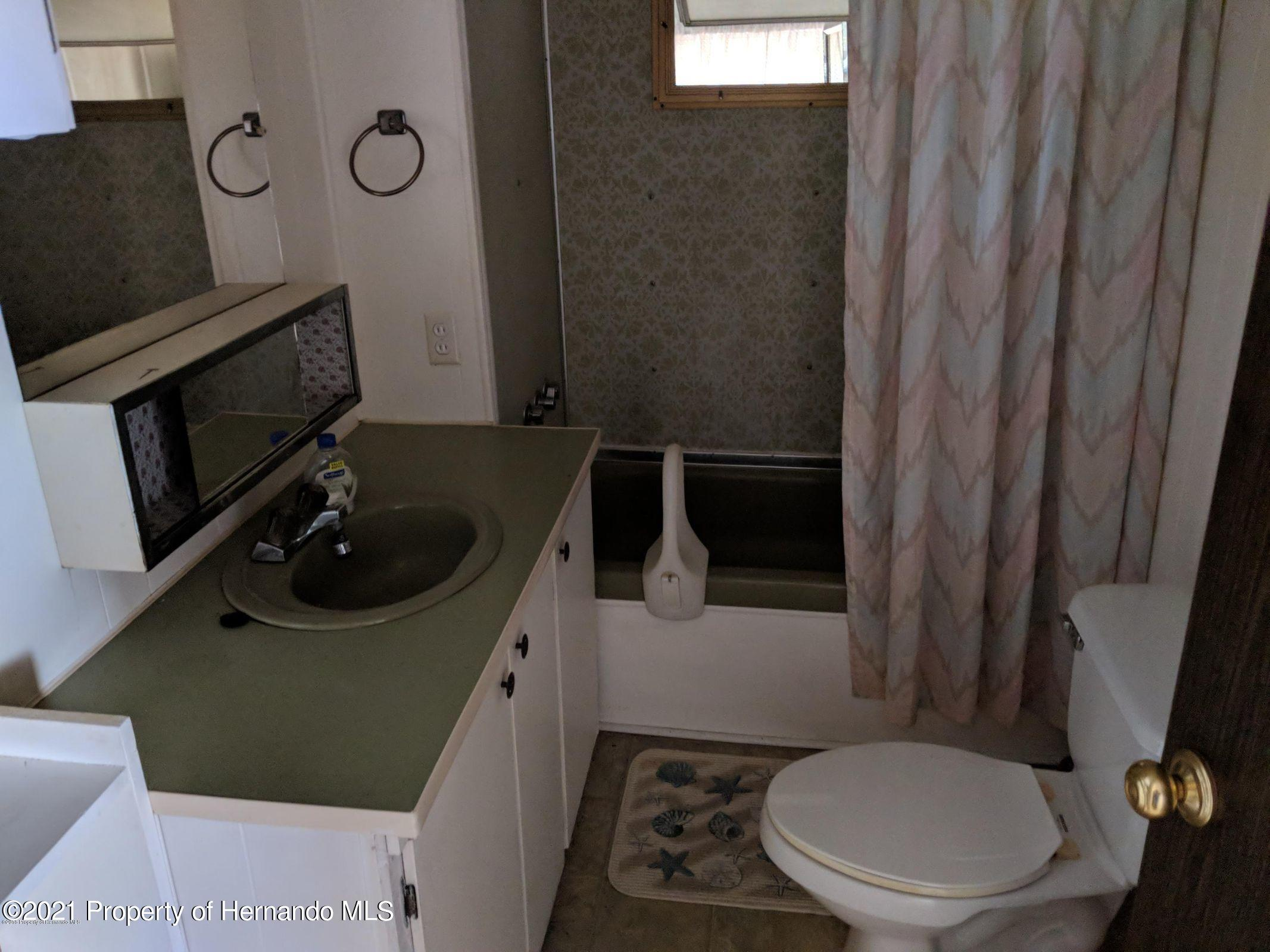Listing photo id 11 for 15392 Sinclair Road