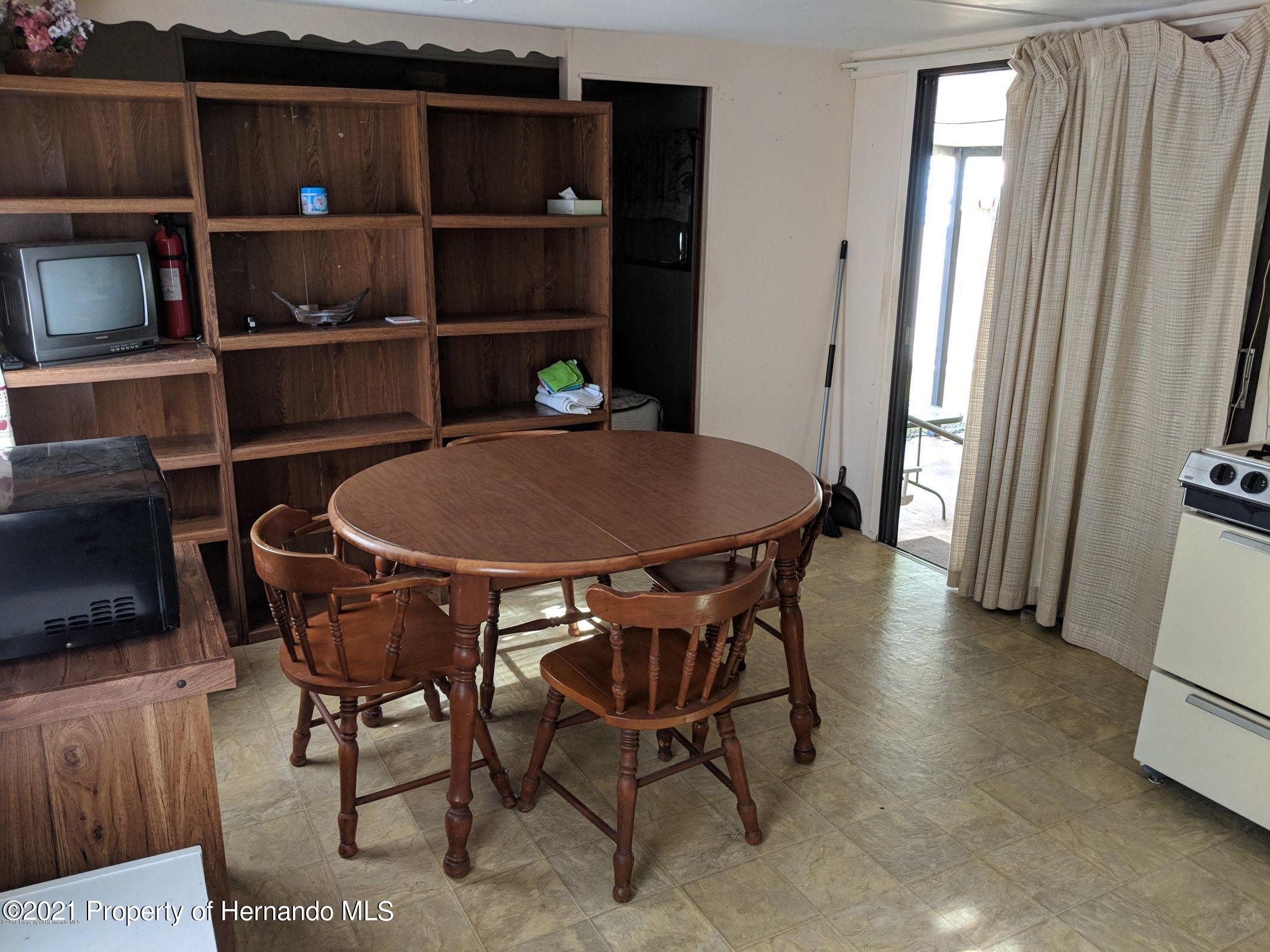 Listing photo id 9 for 15392 Sinclair Road