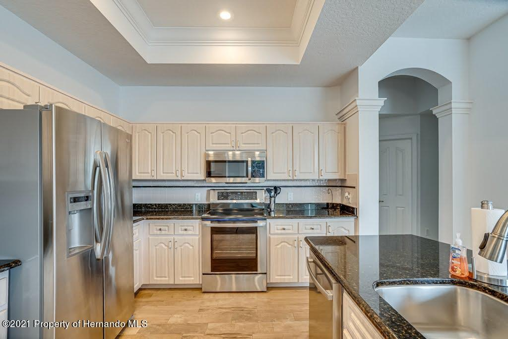 Listing photo id 16 for 4108 St Ives Boulevard