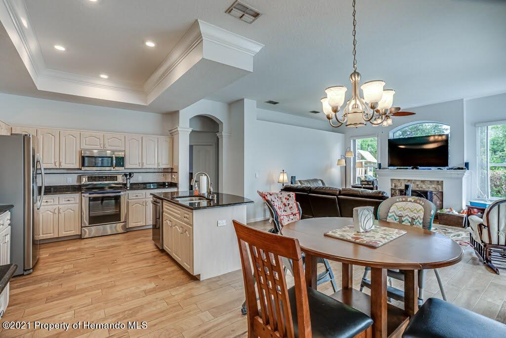 Listing photo id 14 for 4108 St Ives Boulevard