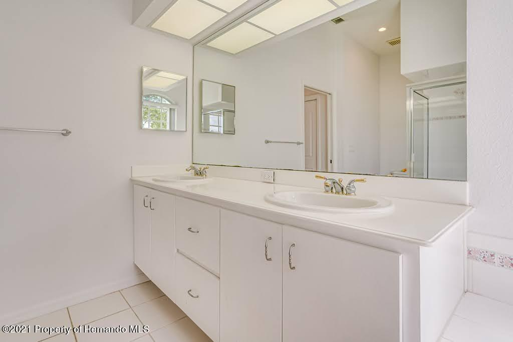 Listing photo id 12 for 4108 St Ives Boulevard