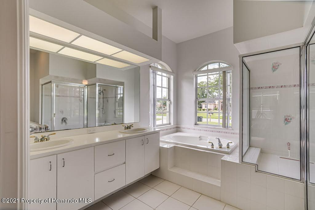 Listing photo id 10 for 4108 St Ives Boulevard