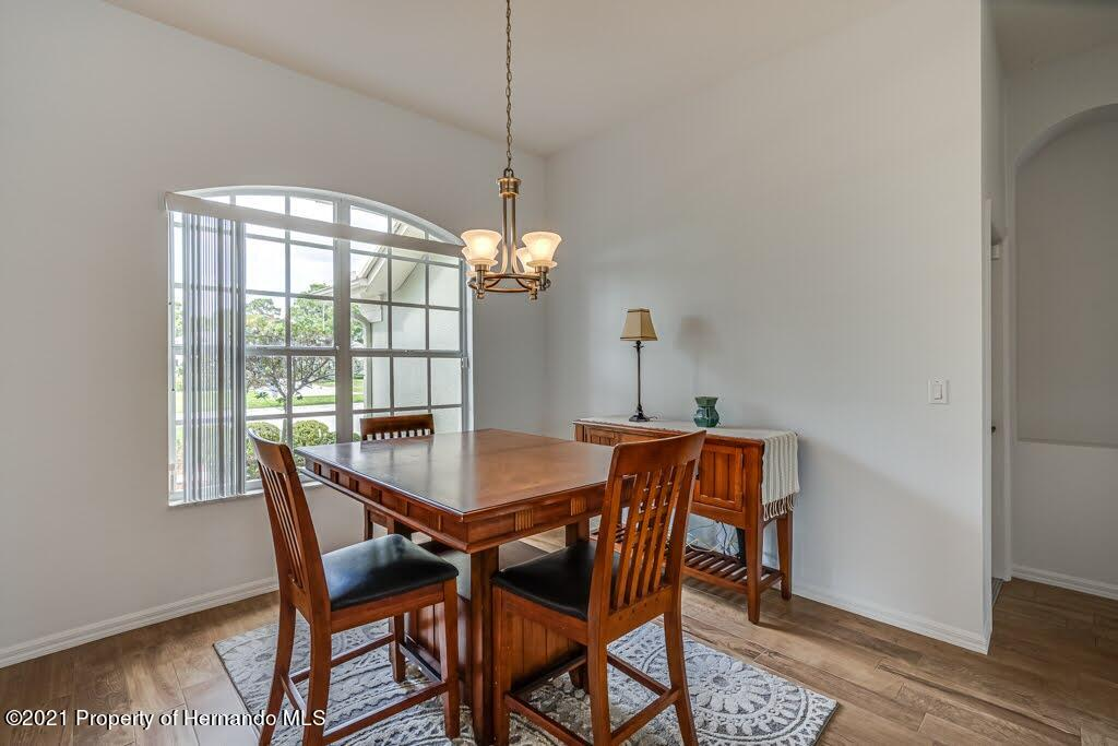 Listing photo id 4 for 4108 St Ives Boulevard