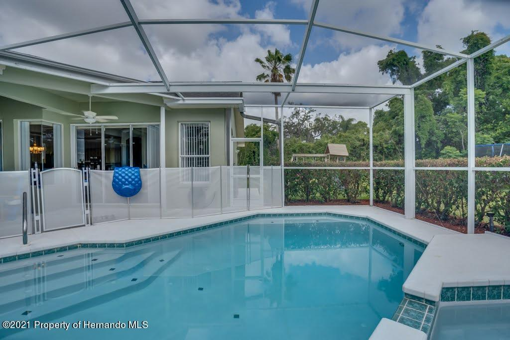 Listing photo id 34 for 4108 St Ives Boulevard