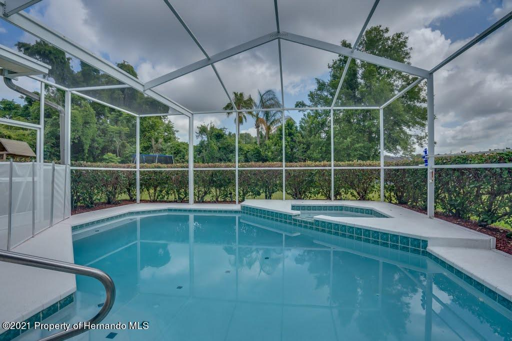 Listing photo id 35 for 4108 St Ives Boulevard