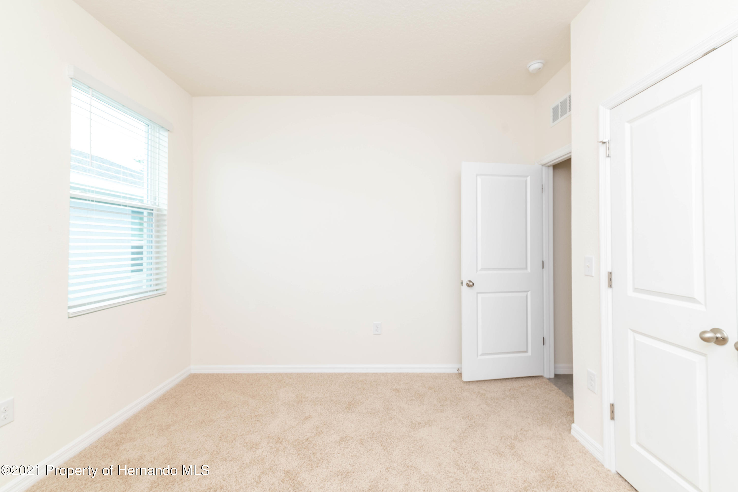 Listing photo id 8 for 3457 Autumn Amber Drive