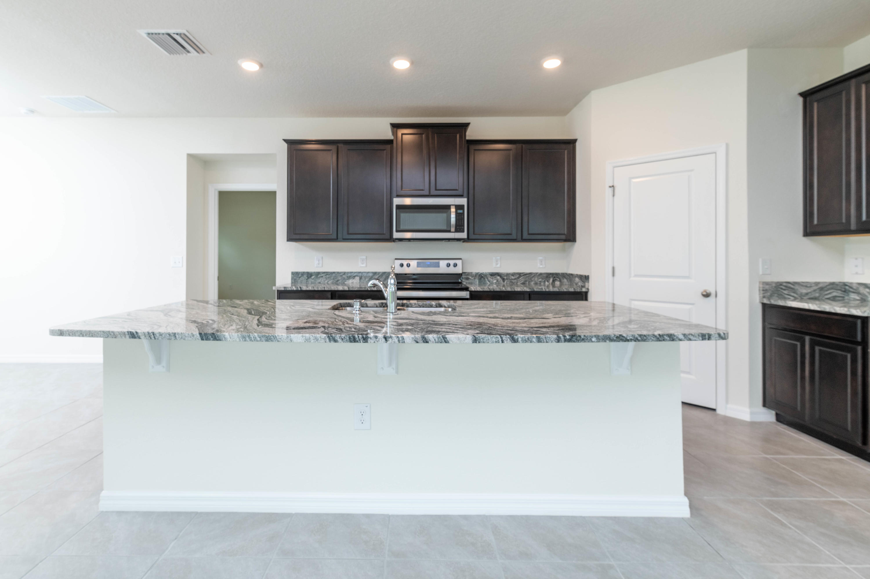 Listing photo id 11 for 3457 Autumn Amber Drive