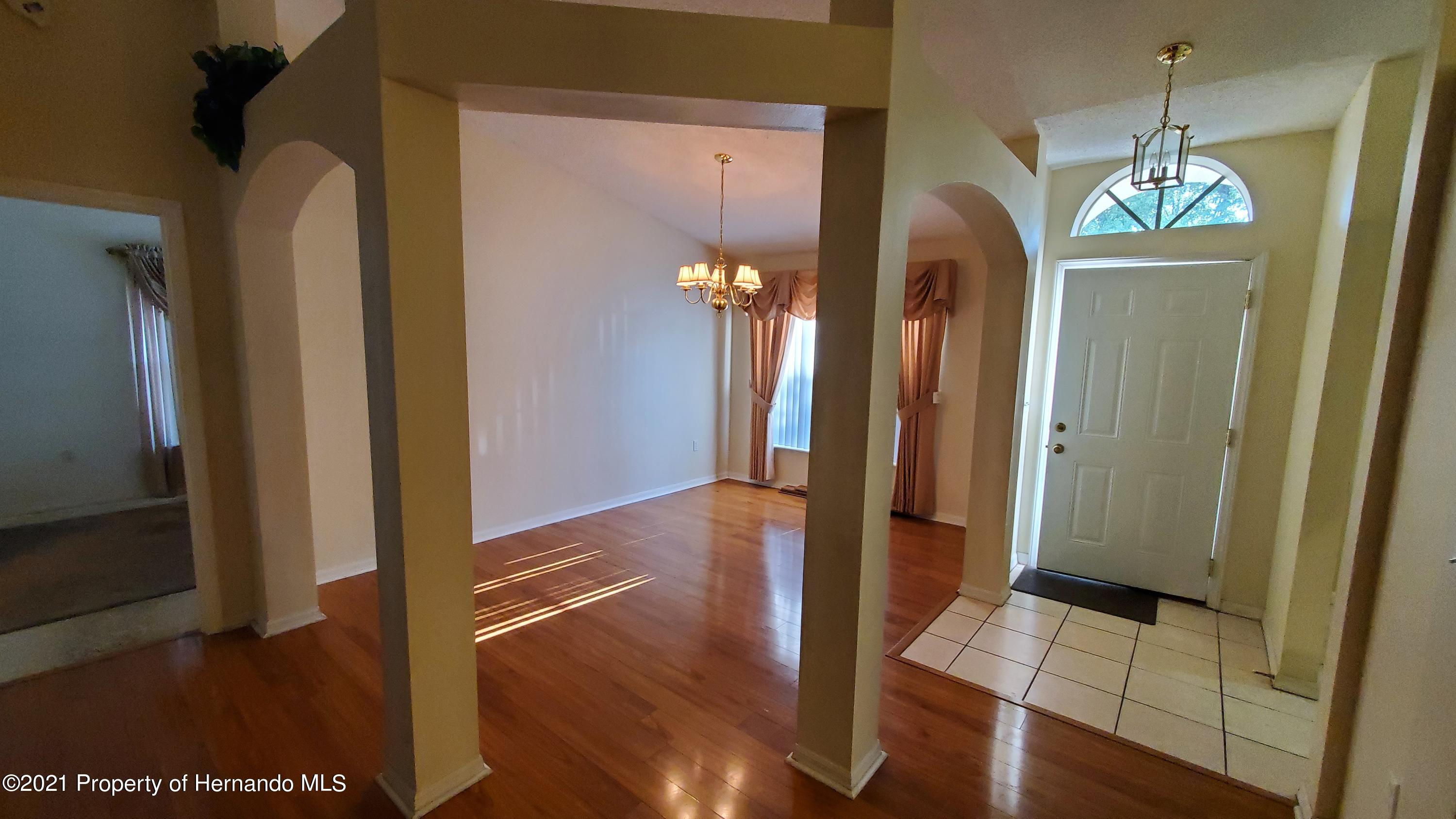 Listing photo id 3 for 2344 Canfield Drive
