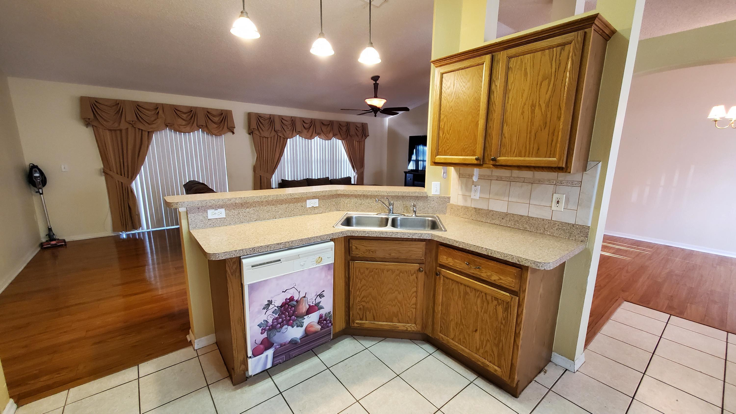 Listing photo id 6 for 2344 Canfield Drive