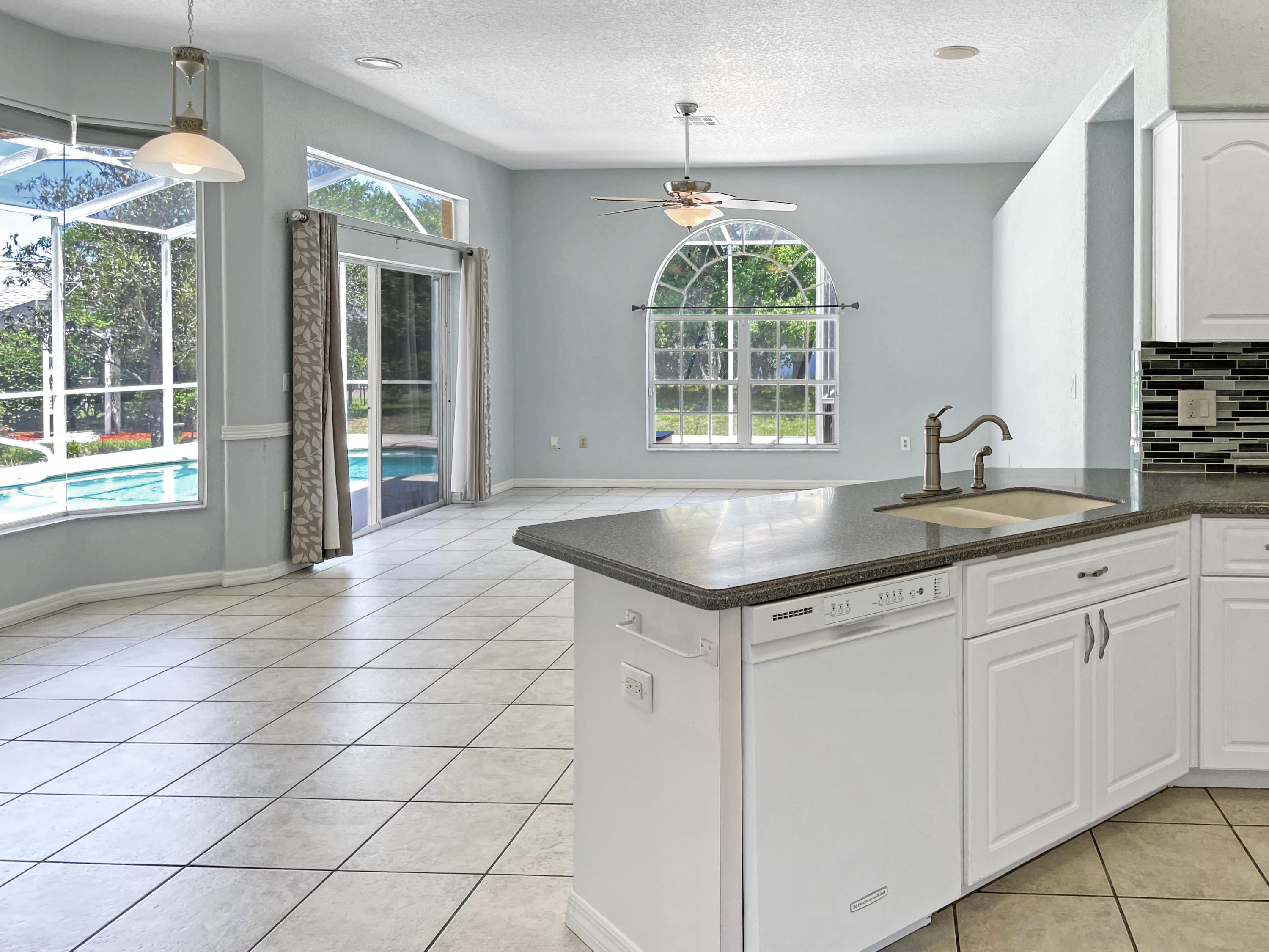 Listing photo id 3 for 7457 Jonquil Place