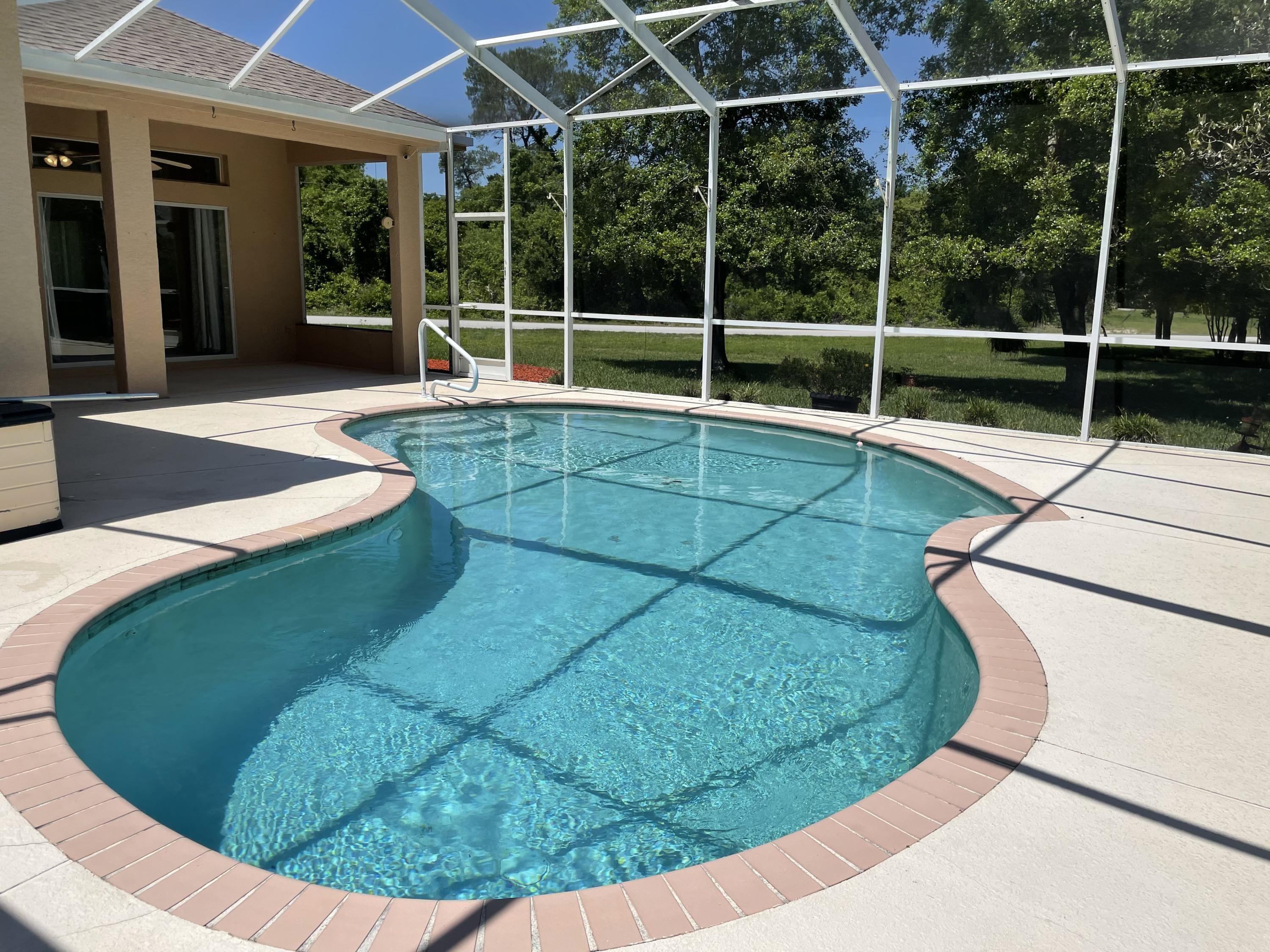 Listing photo id 17 for 7457 Jonquil Place