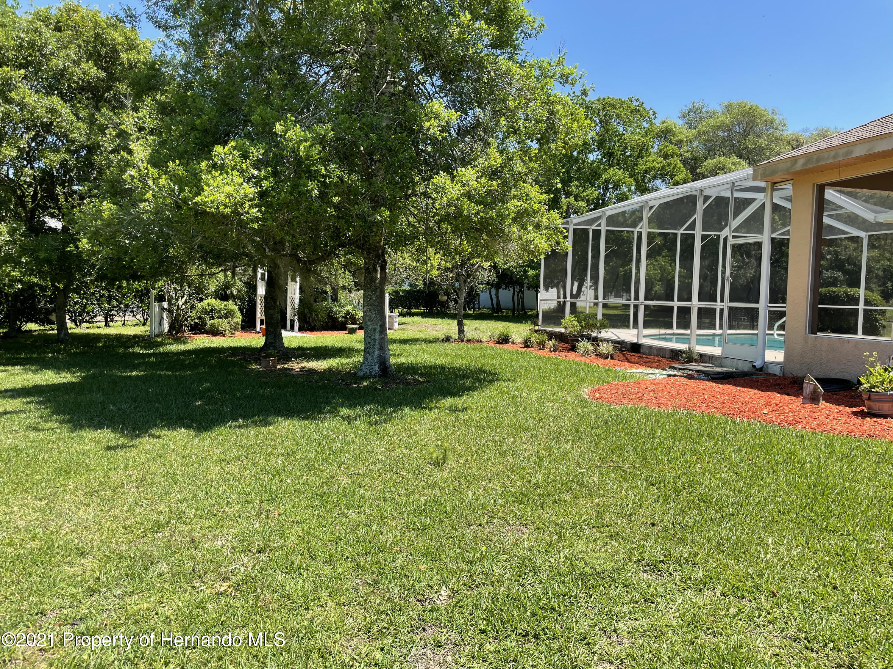 Listing photo id 18 for 7457 Jonquil Place
