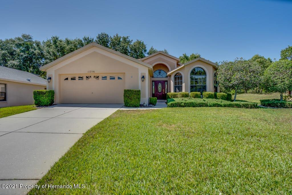 Listing photo id 3 for 11256 Copley Court